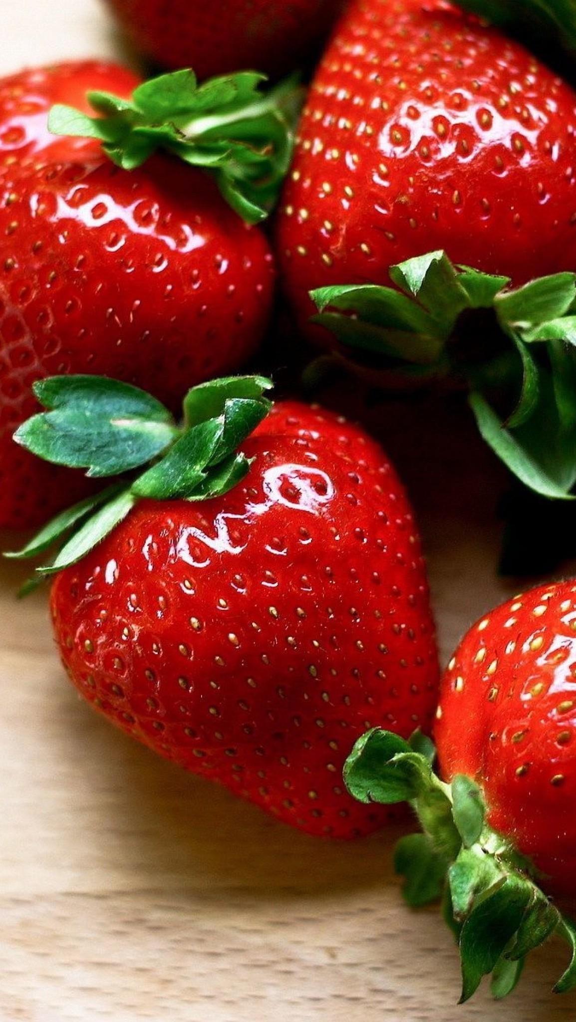 Обои wallpaper iPhone strawberry