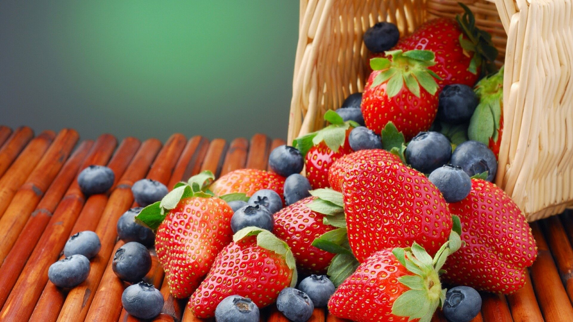 Fruit Basket Strawberries Nature Blueberries Fruits Free Desktop Background  – 1920×1200