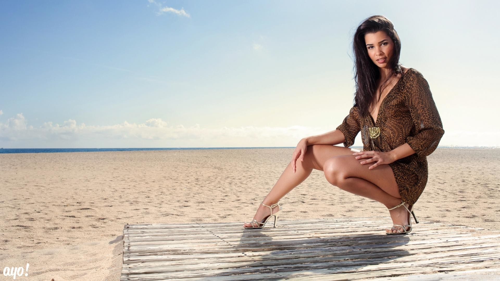 Hot Beach Girl Pictures HD Wallpaper
