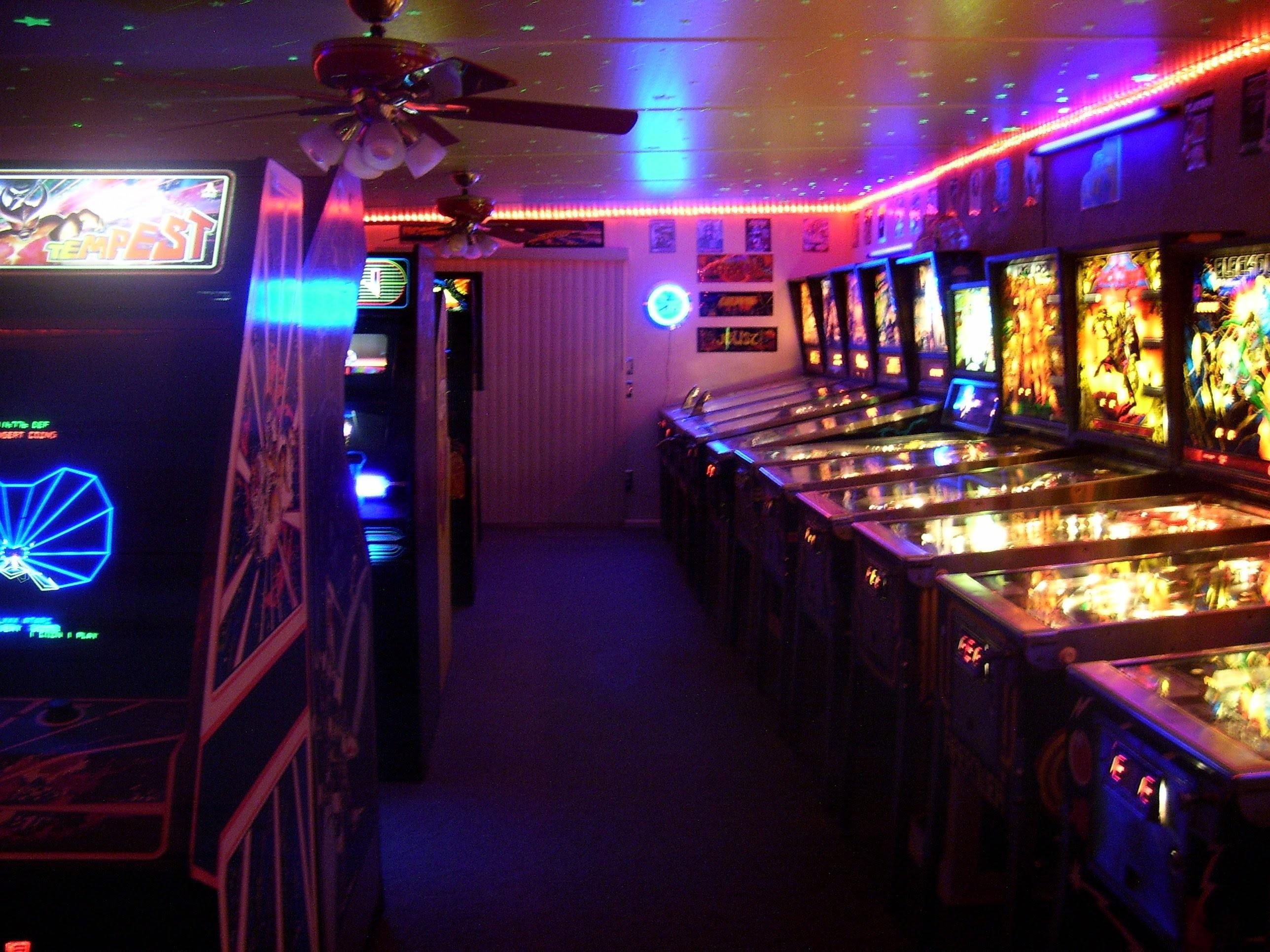 AMAZING 80'S HOME ARCADE GAME ROOM – PINBALL & VIDEO GAMES- DOUG'S ARCADE –  YouTube