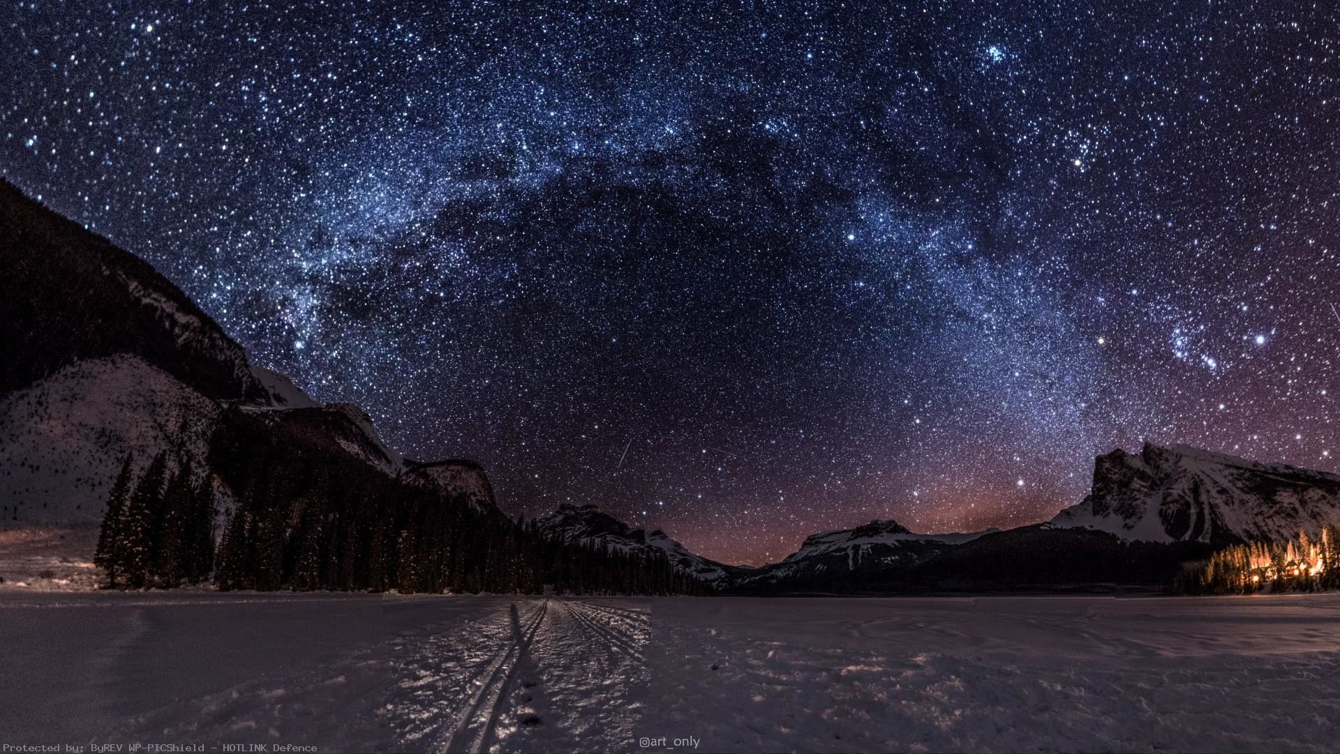 The-night-sky-at-Emerald-Lake-BC-on-