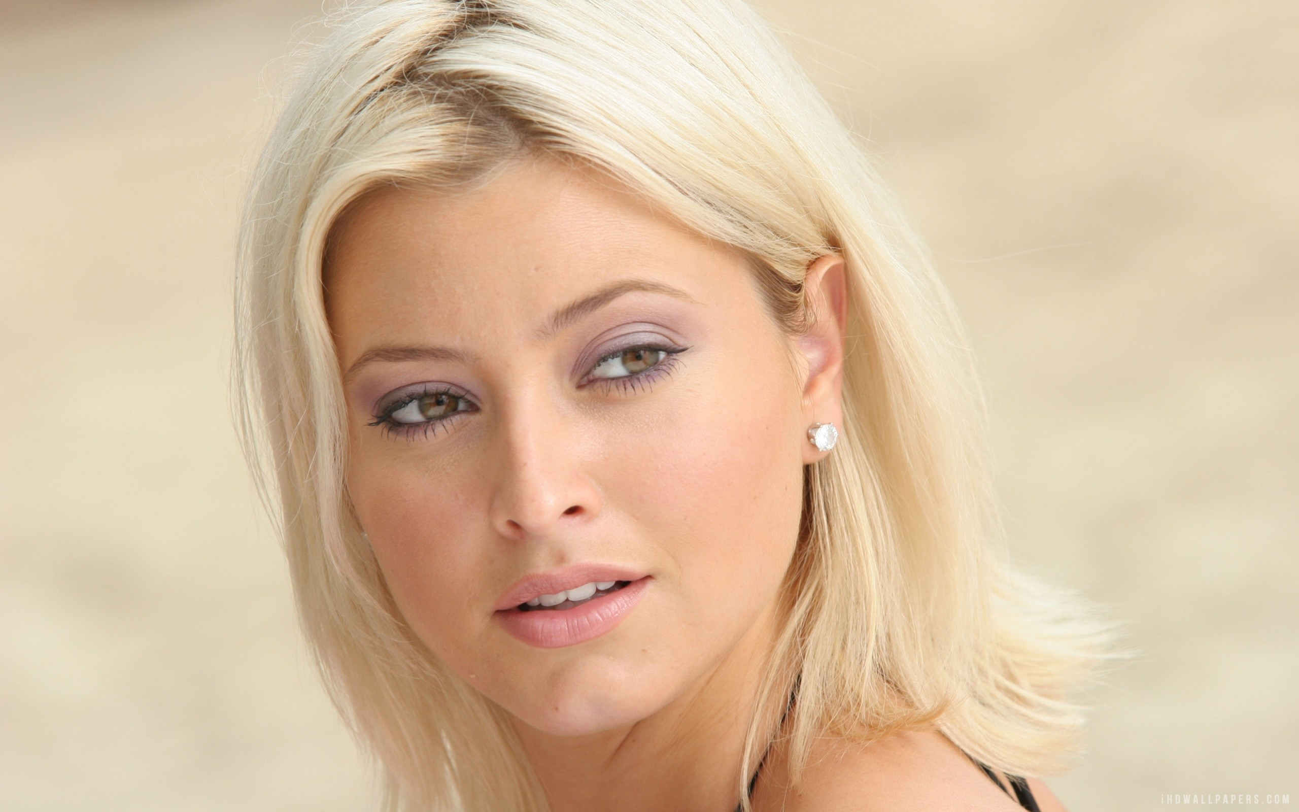Holly Valance DOA wallpapers (41 Wallpapers)