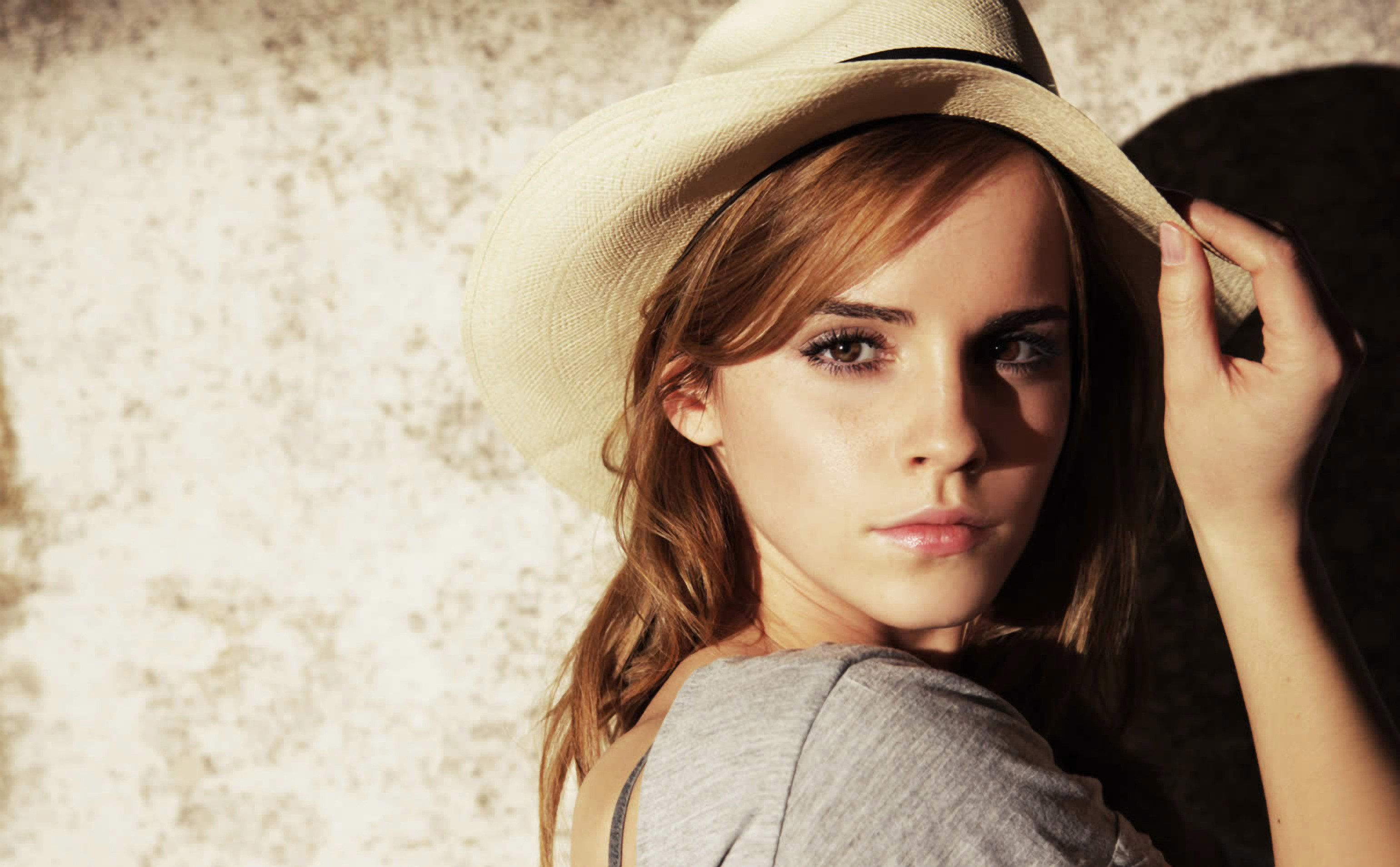 Emma Watson Very High Quality wallpapers (29 Wallpapers)