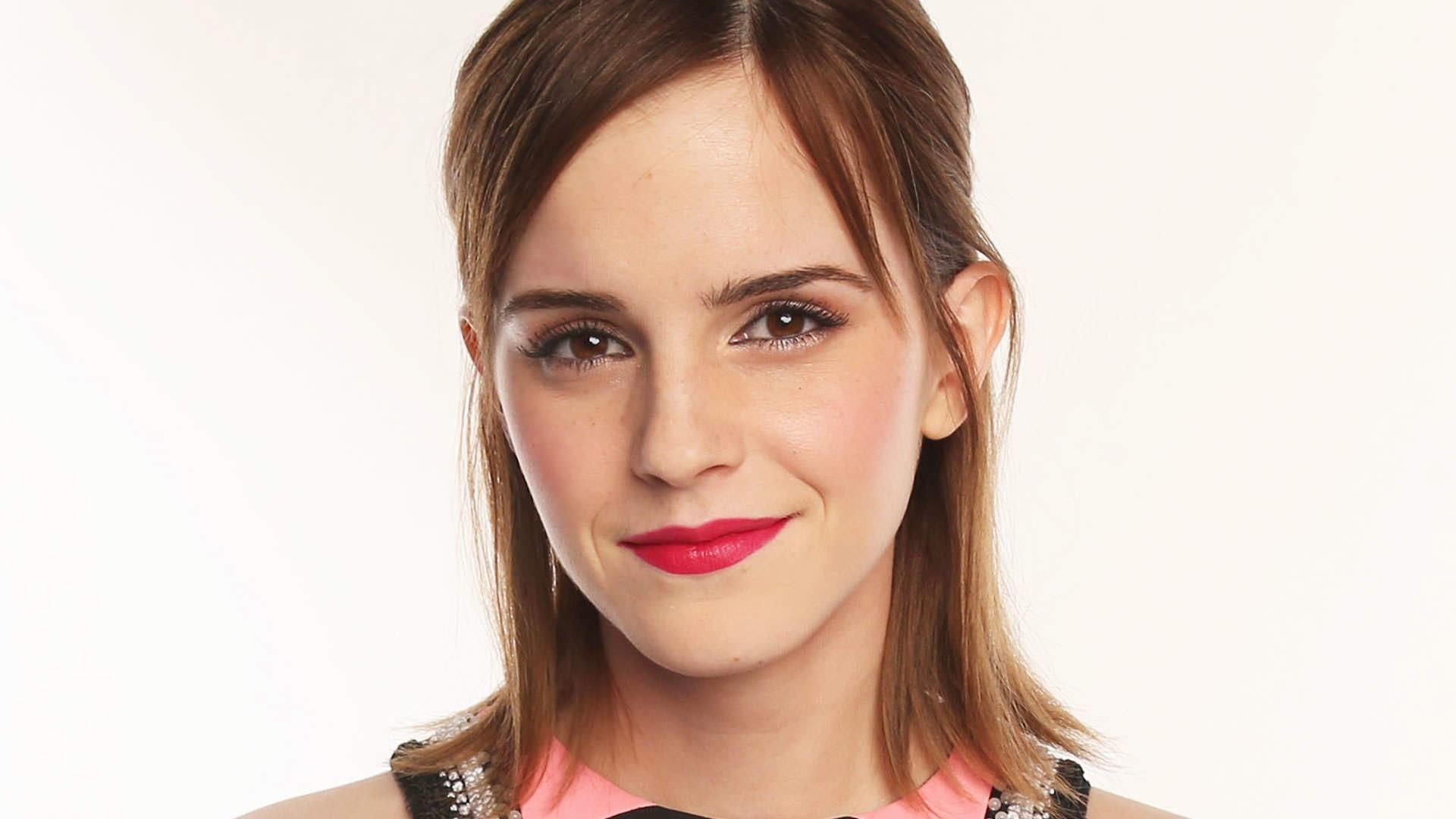 2018 Emma Watson Red Lips