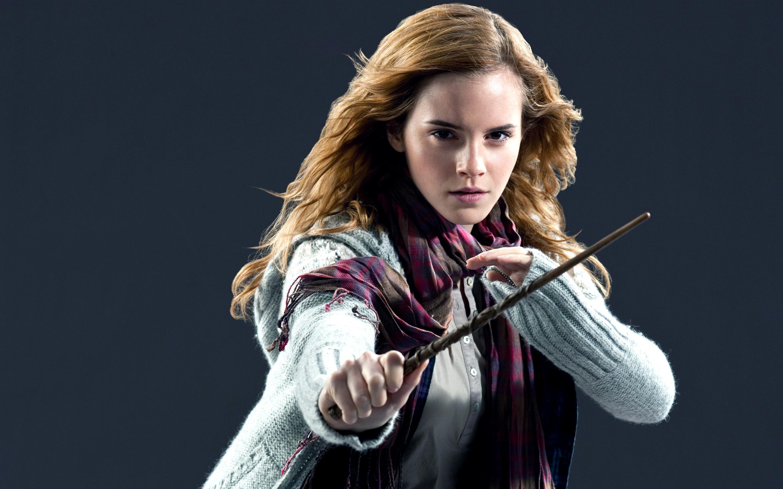 Emma Watson Hot HD Wallpapers: 12 In Set -01 – Full Size