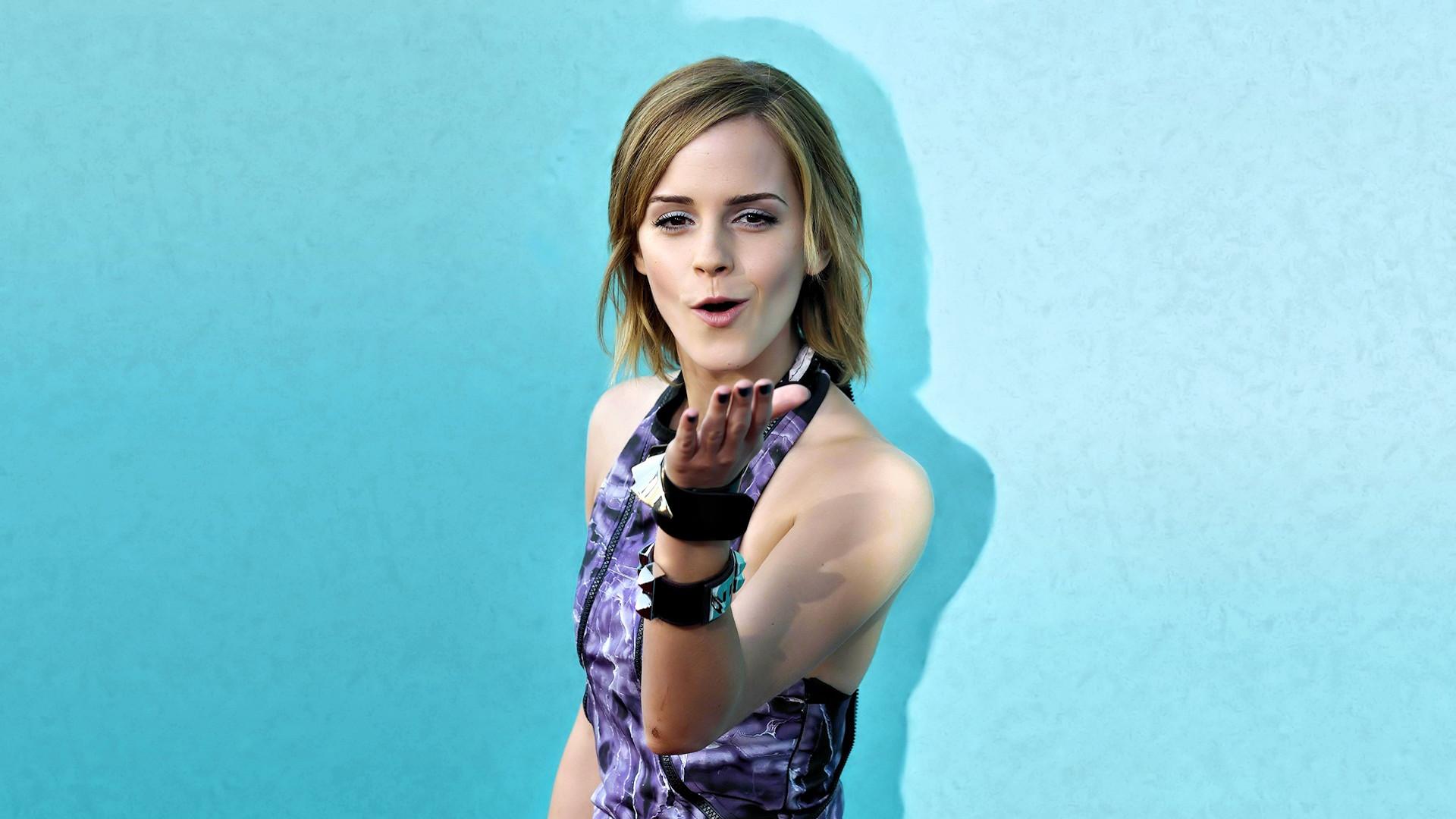 Emma Watson flying kiss Wallpapers