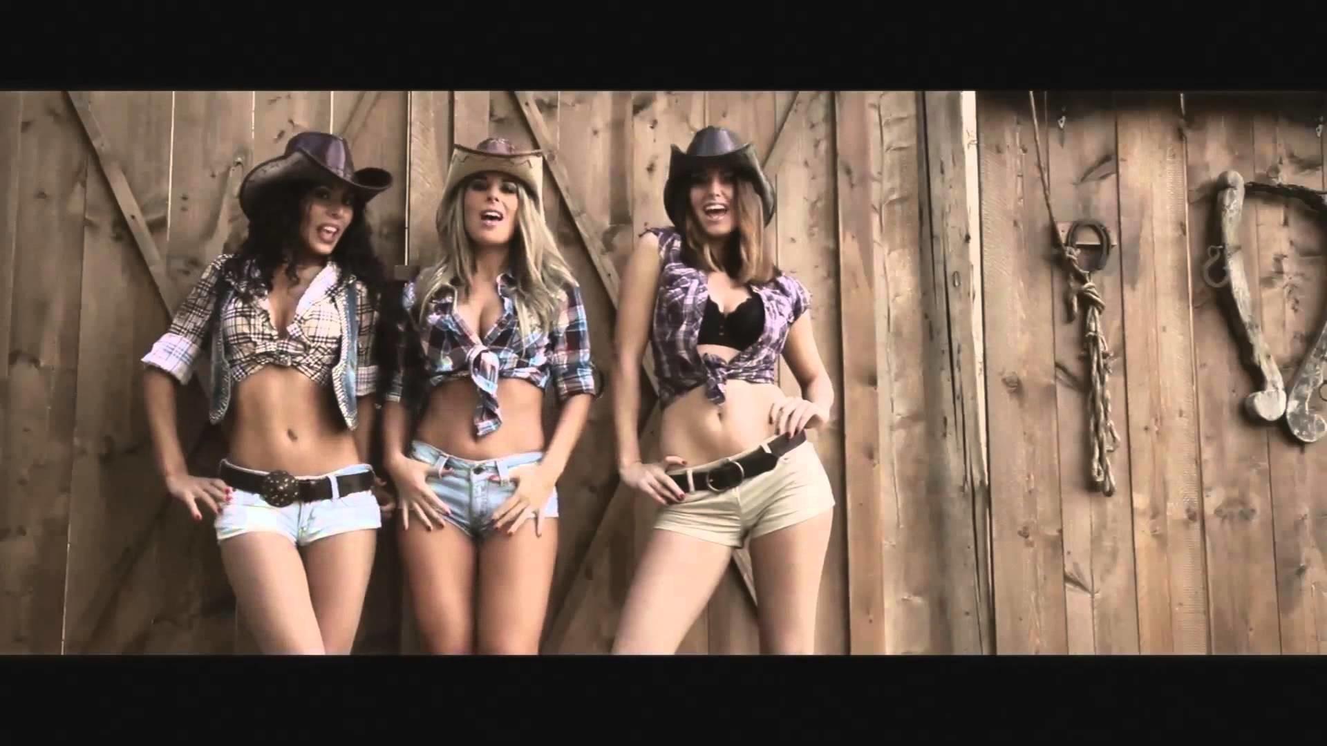 6. country-girl-wallpaper-HD6-600×338
