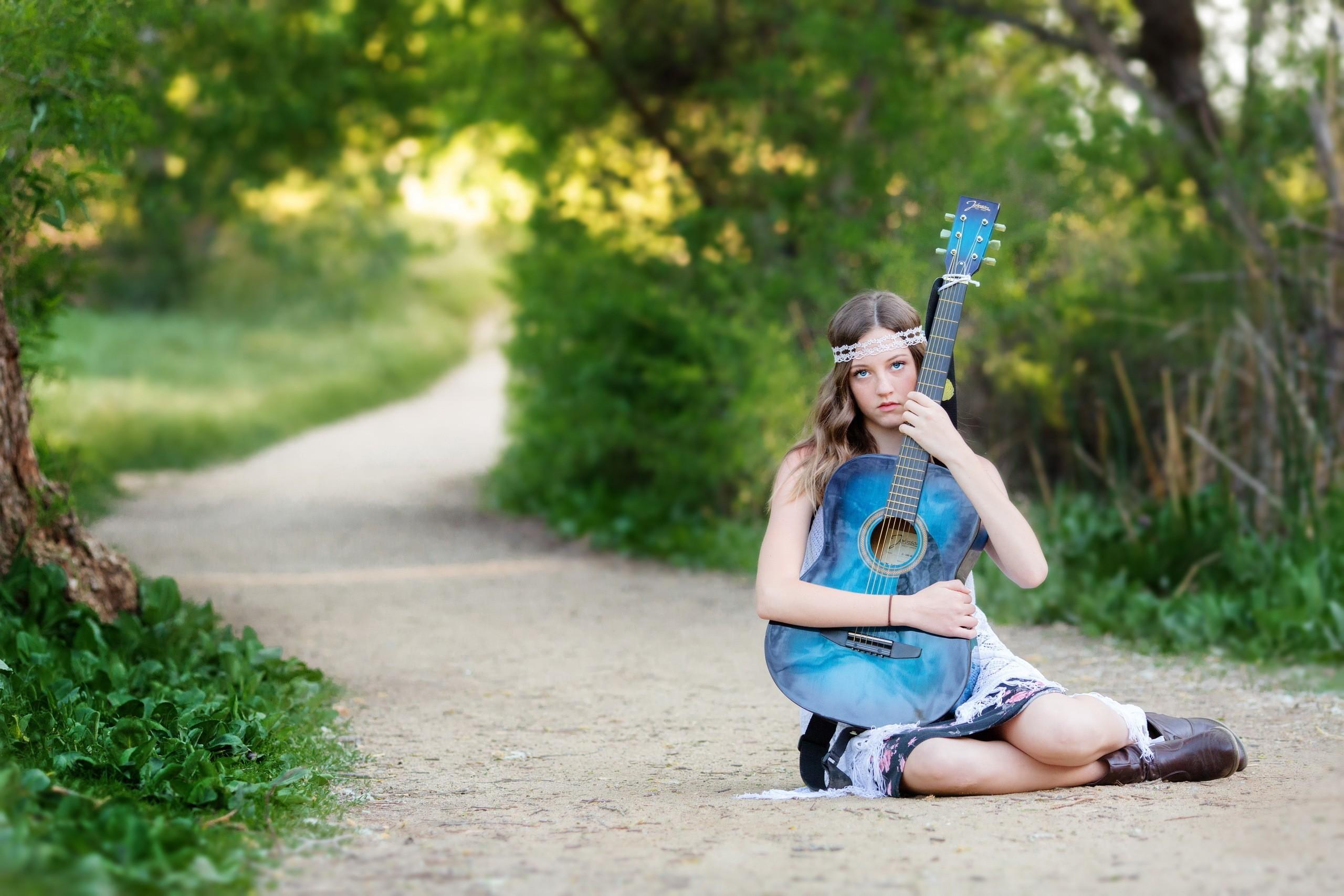 Country Girl Playing Guitar Wallpaper
