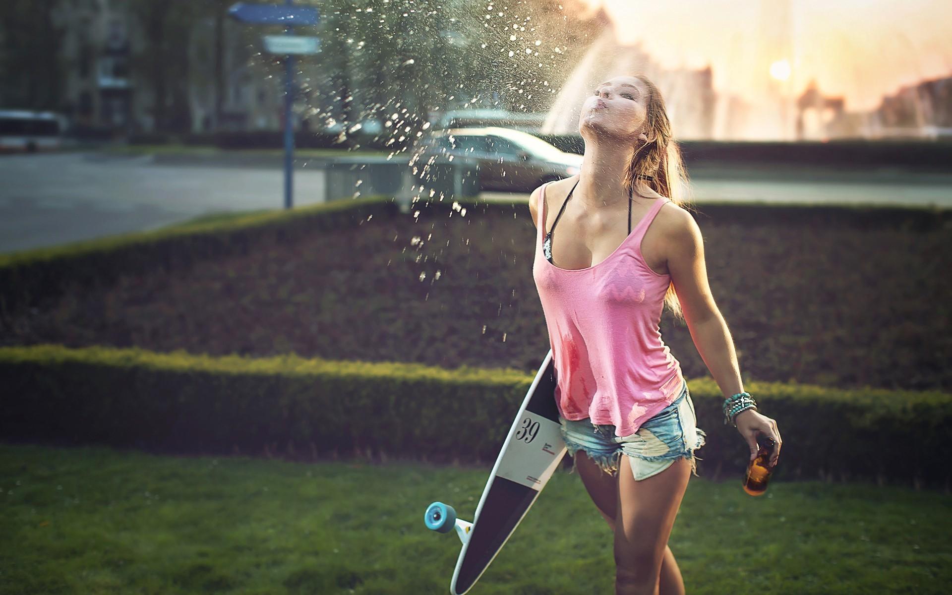 Skateboard Girl Doing Fun Summer Days Wallpaper