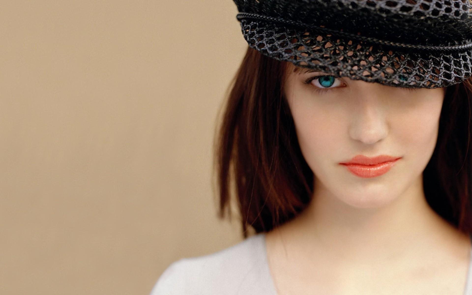 Most Beautiful Emilia Clarke Wallpaper | Full HD Pictures