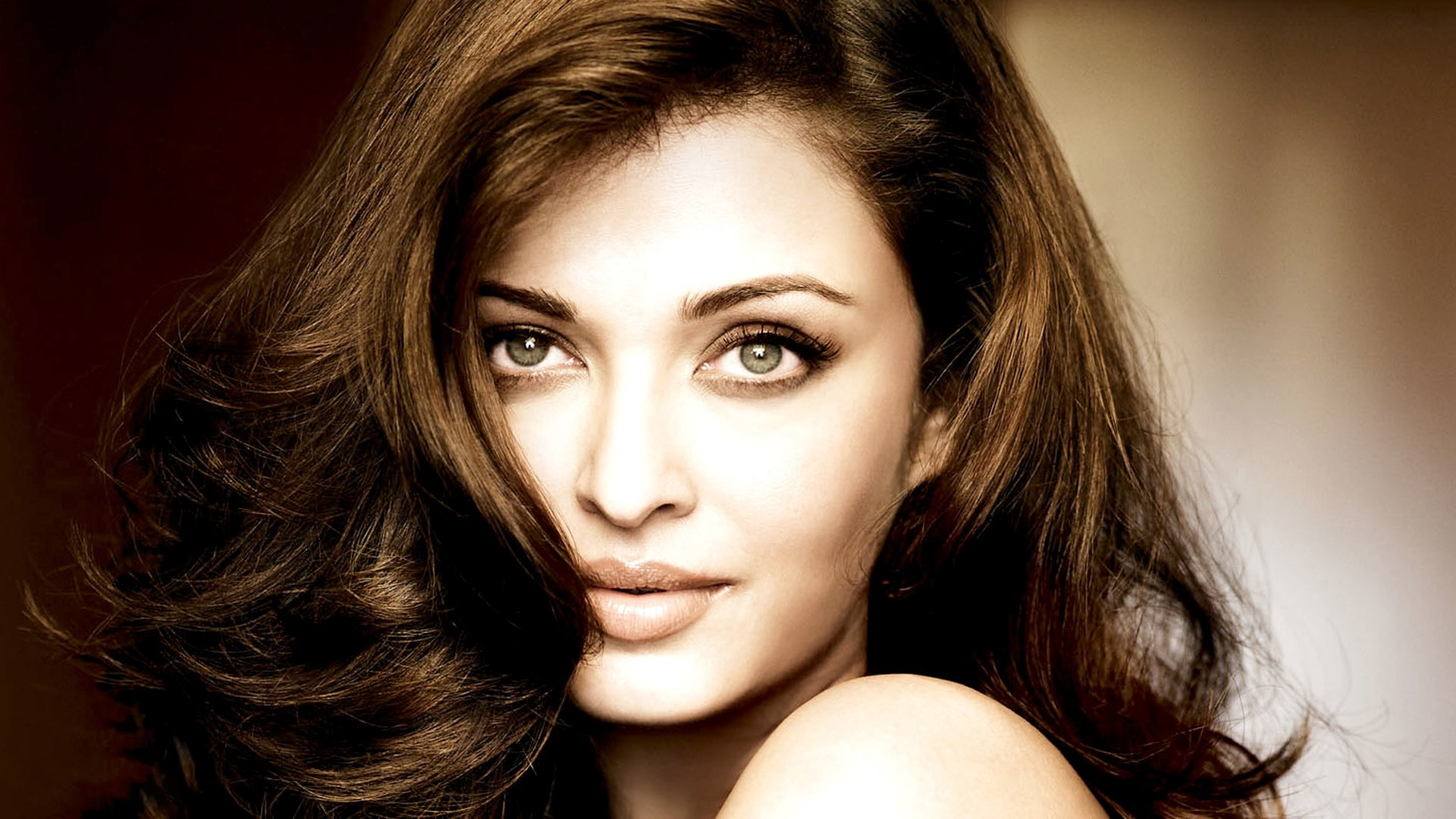 As the world's most beautiful woman Aishwarya Rai turns let's know some  surprising facts about the diva: