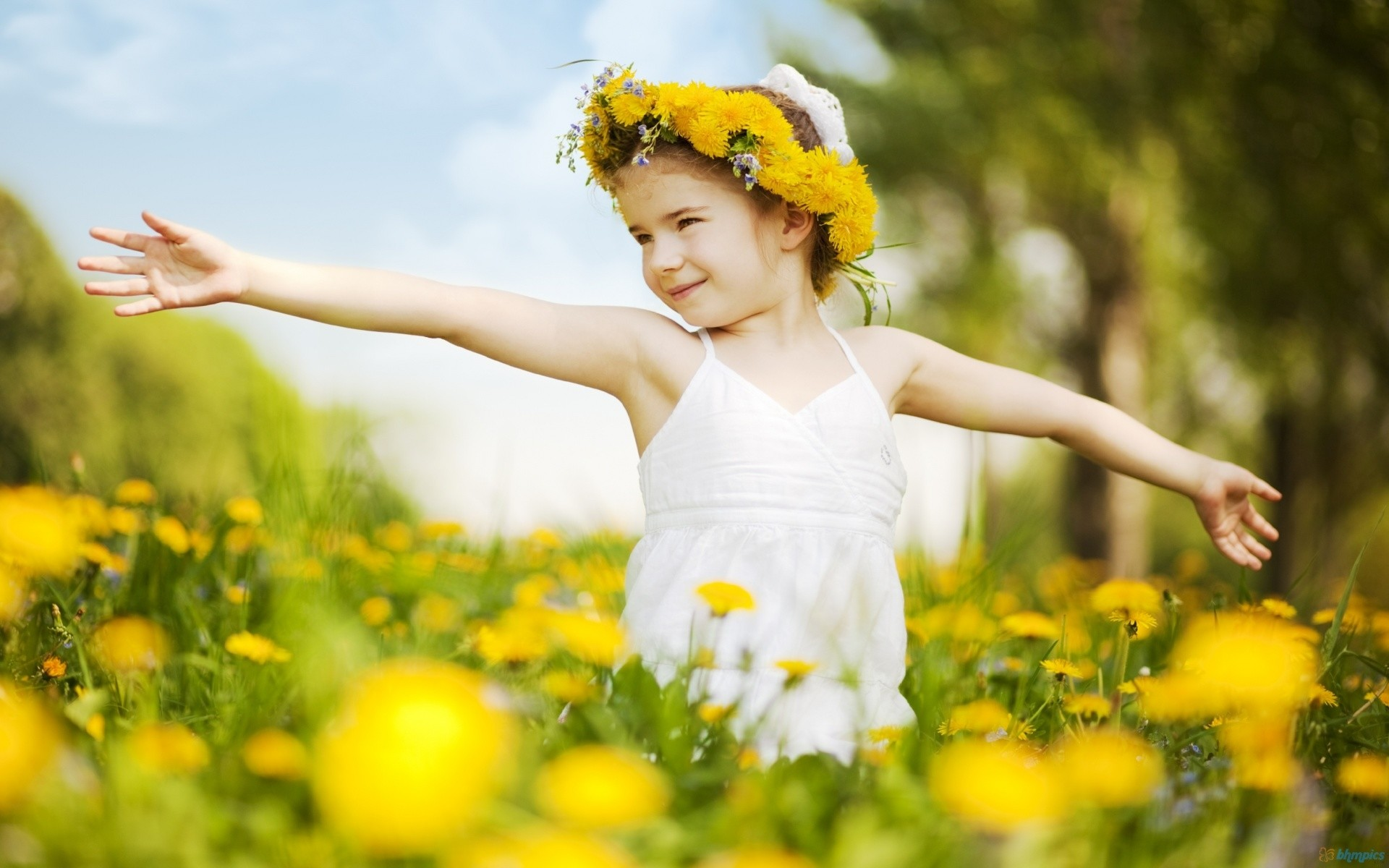 Cute Baby Girl in Flowers Wallpapers HD Pictures