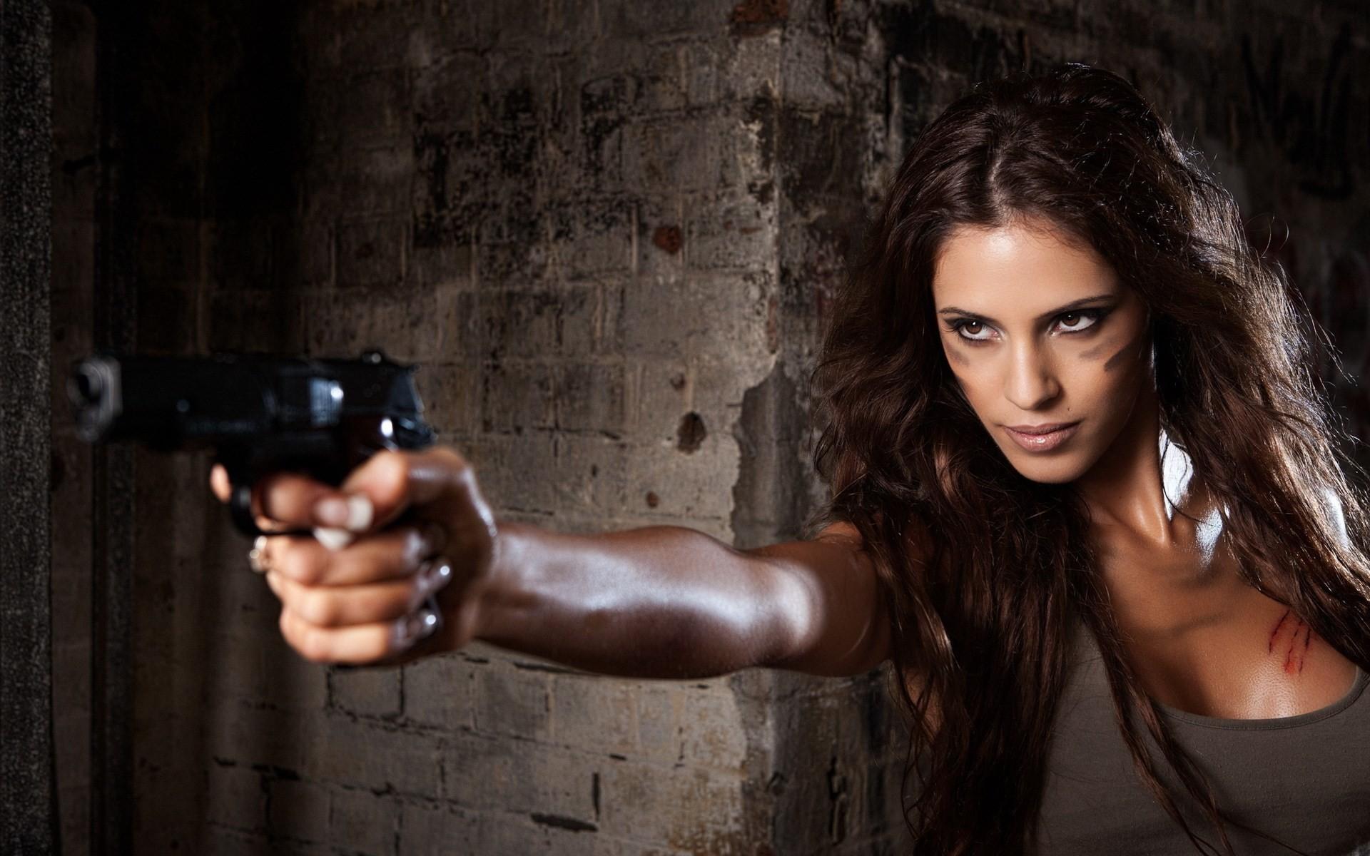 widescreen wallpaper girls and guns, 483 kB – Dodge Murphy