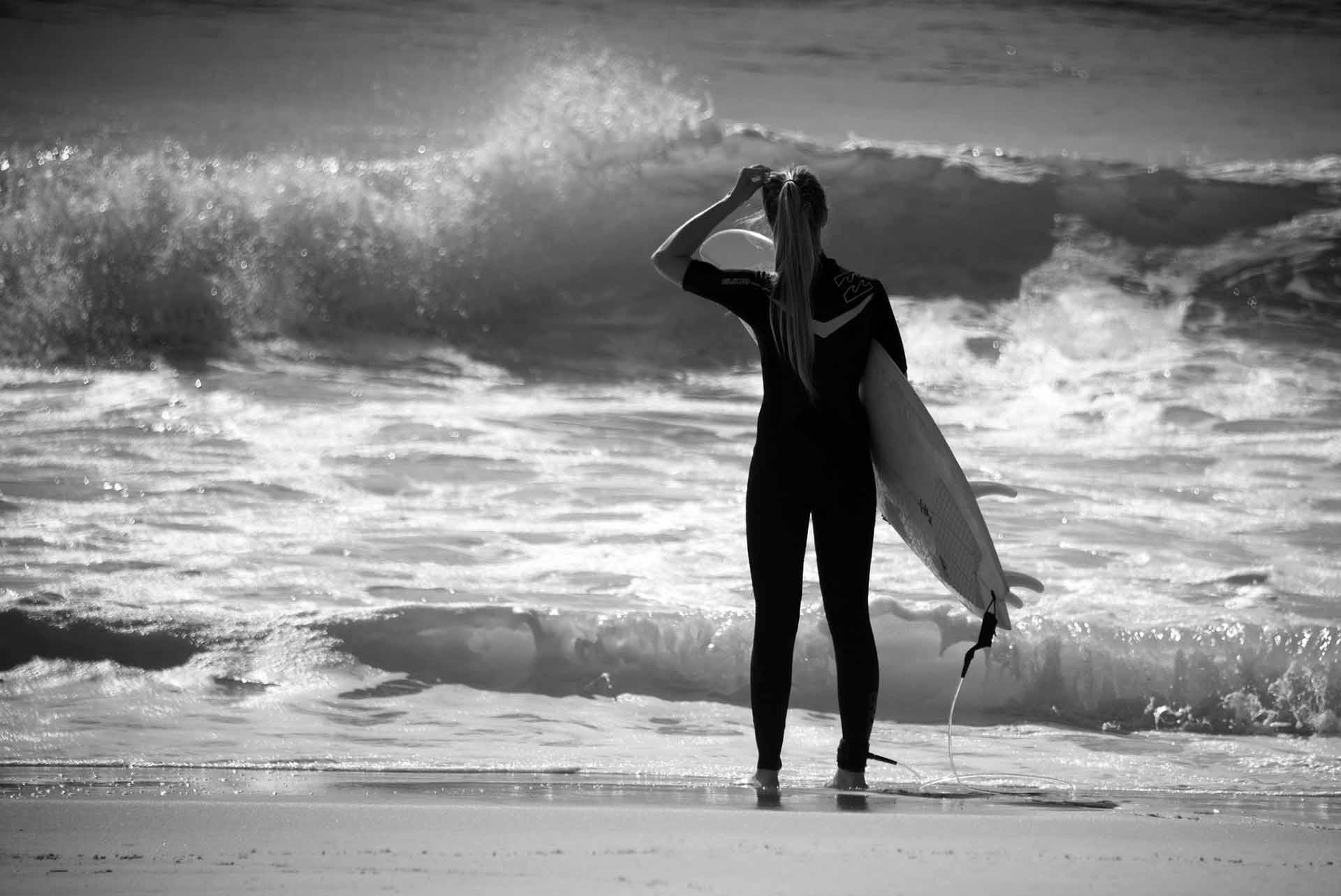 Monochrome Surfer Girl Wallpaper 58687