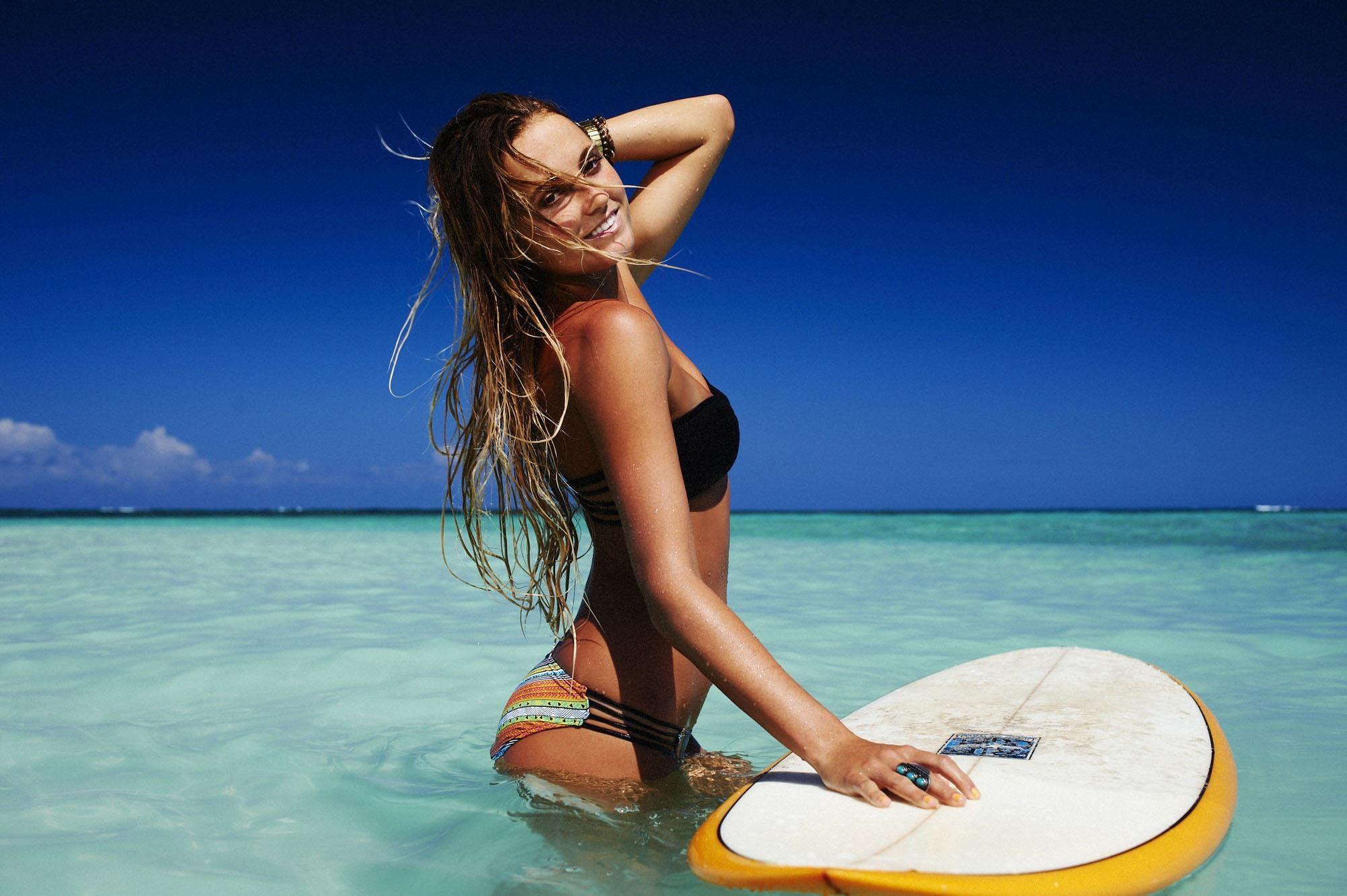 Hot surfing girl wallpaper HD.
