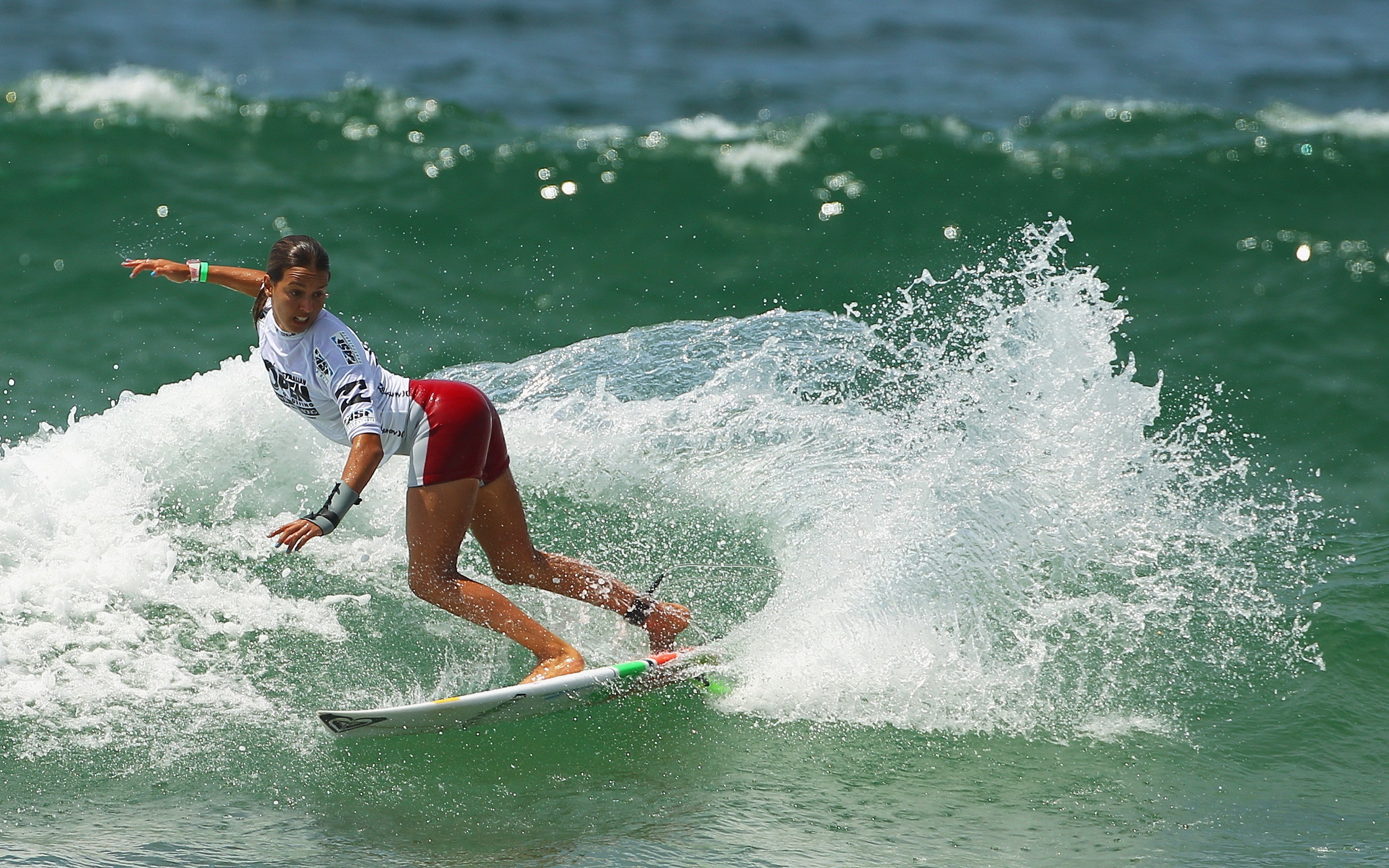 Surfing girls pictures