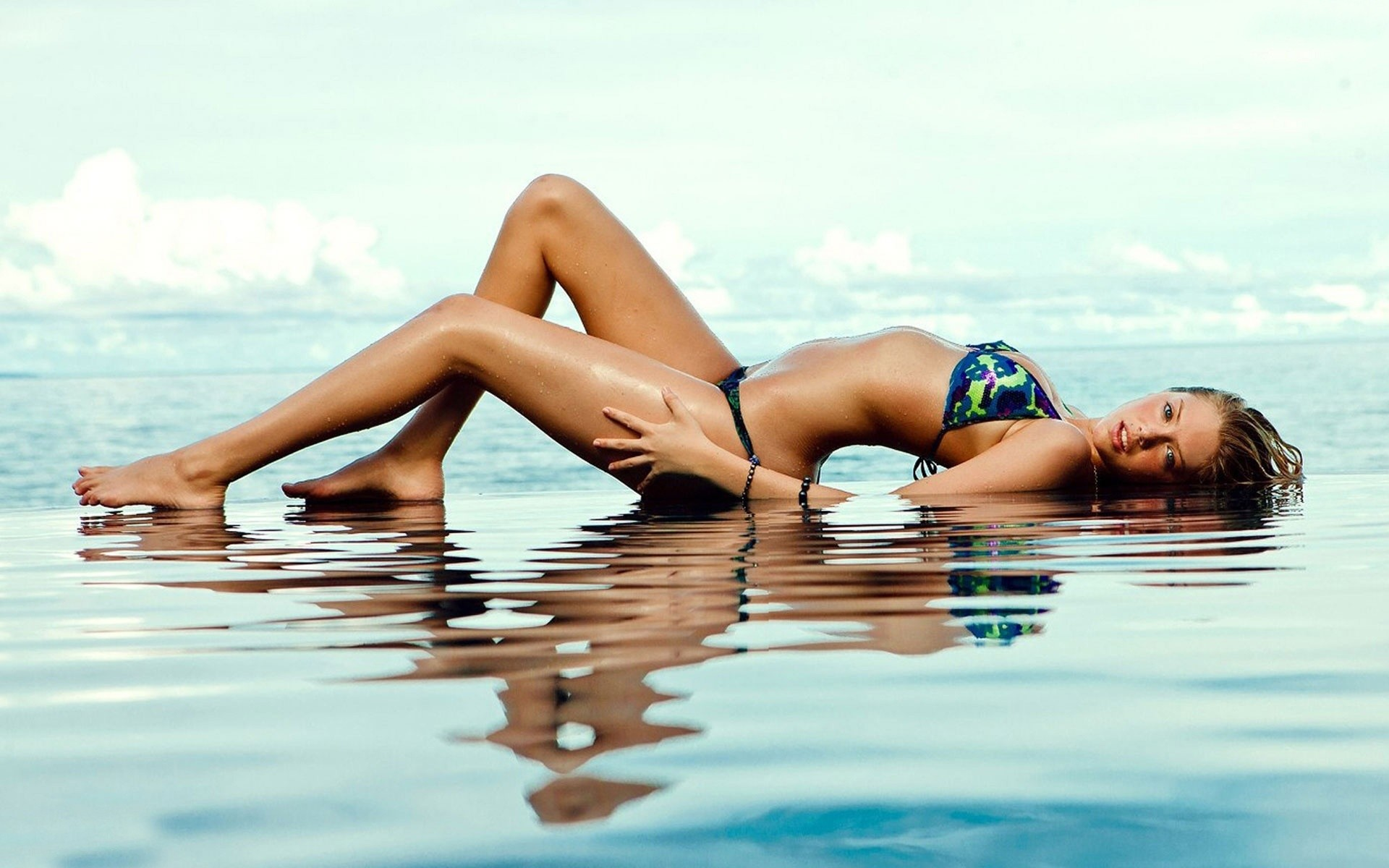 Kate Upton In Infinity Pool