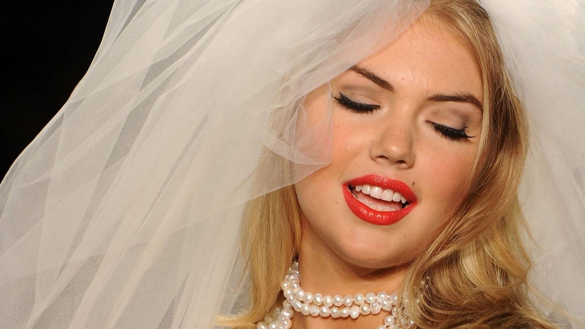 Kate Upton Wallpaper HD Widescreen For