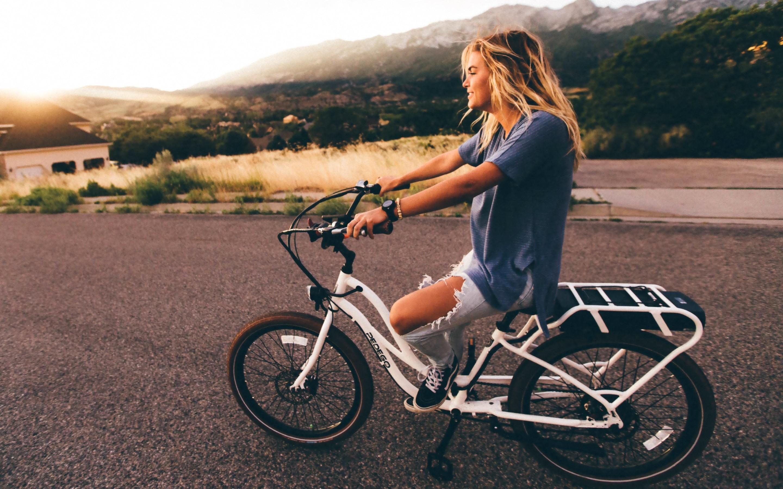 4K HD Wallpaper: Girl on Bike at Dusk