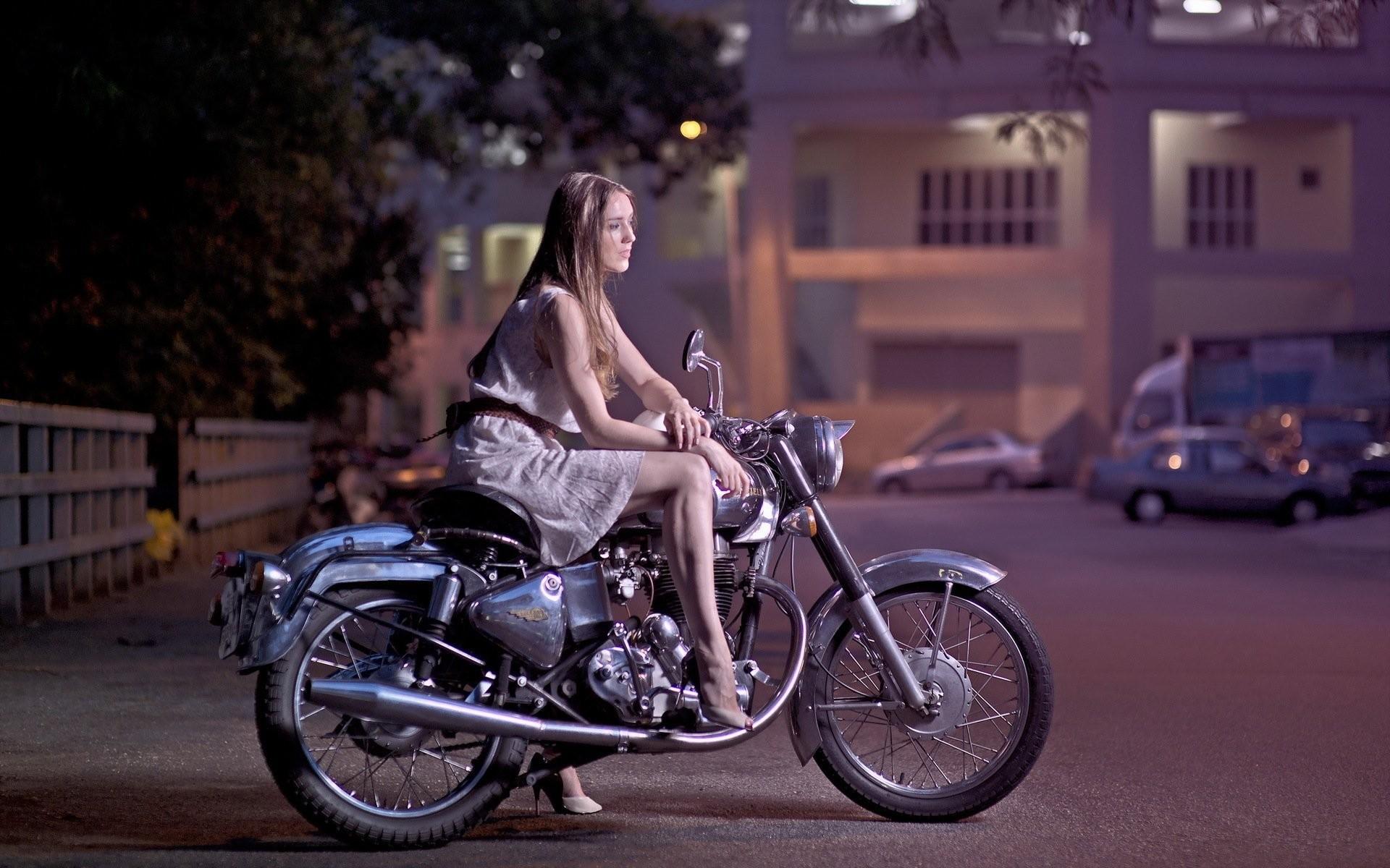 girl street bike