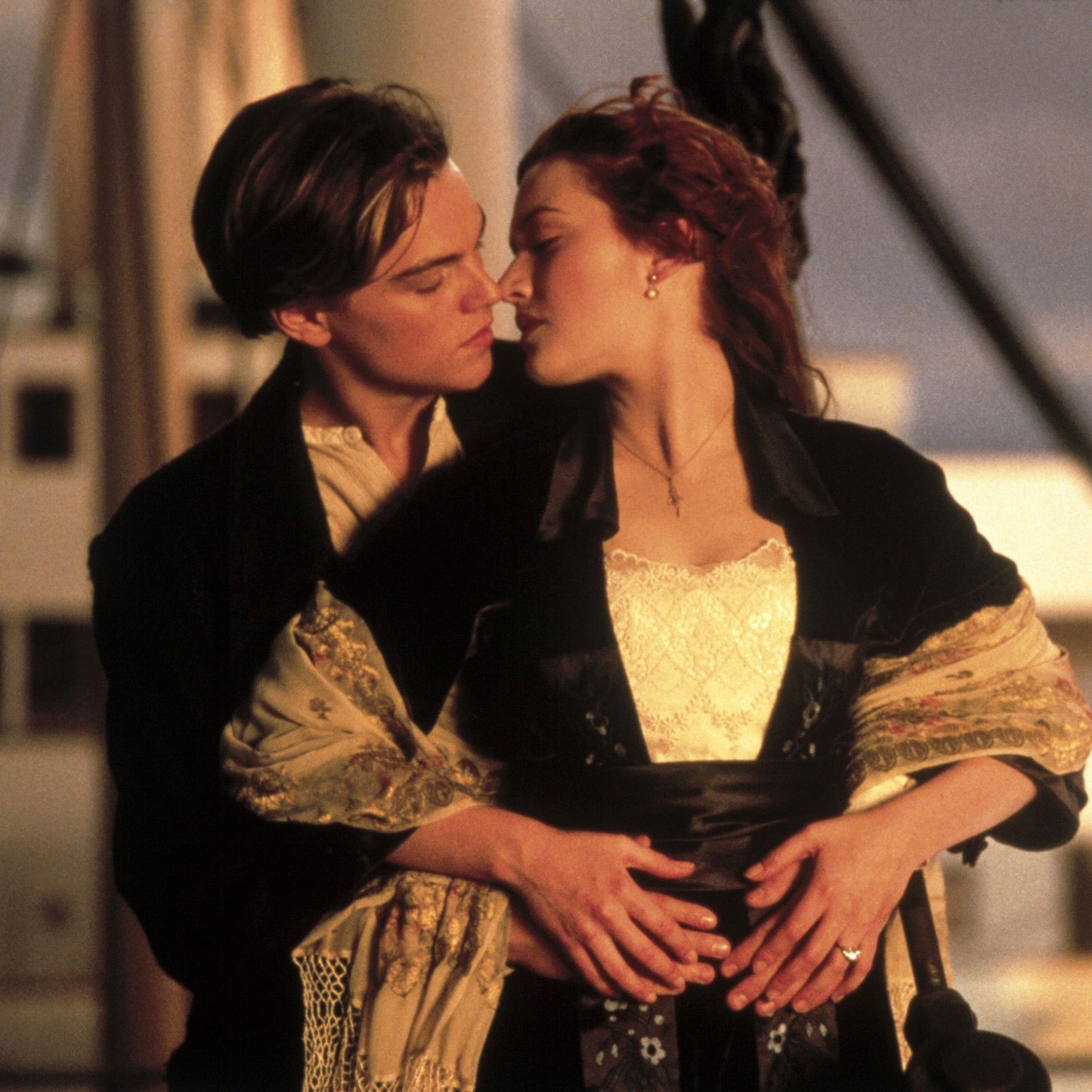 Kate Winslet and Leonardo DiCaprio in Titanic Pictures   POPSUGAR Celebrity