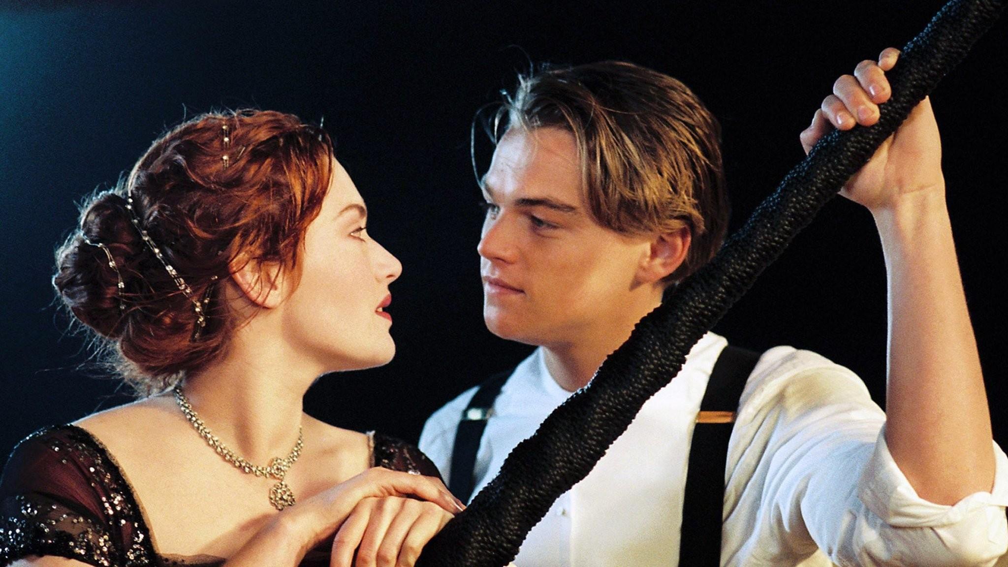 kate-winslet-and-leonardo-in-titanic-movie-wallpaper.