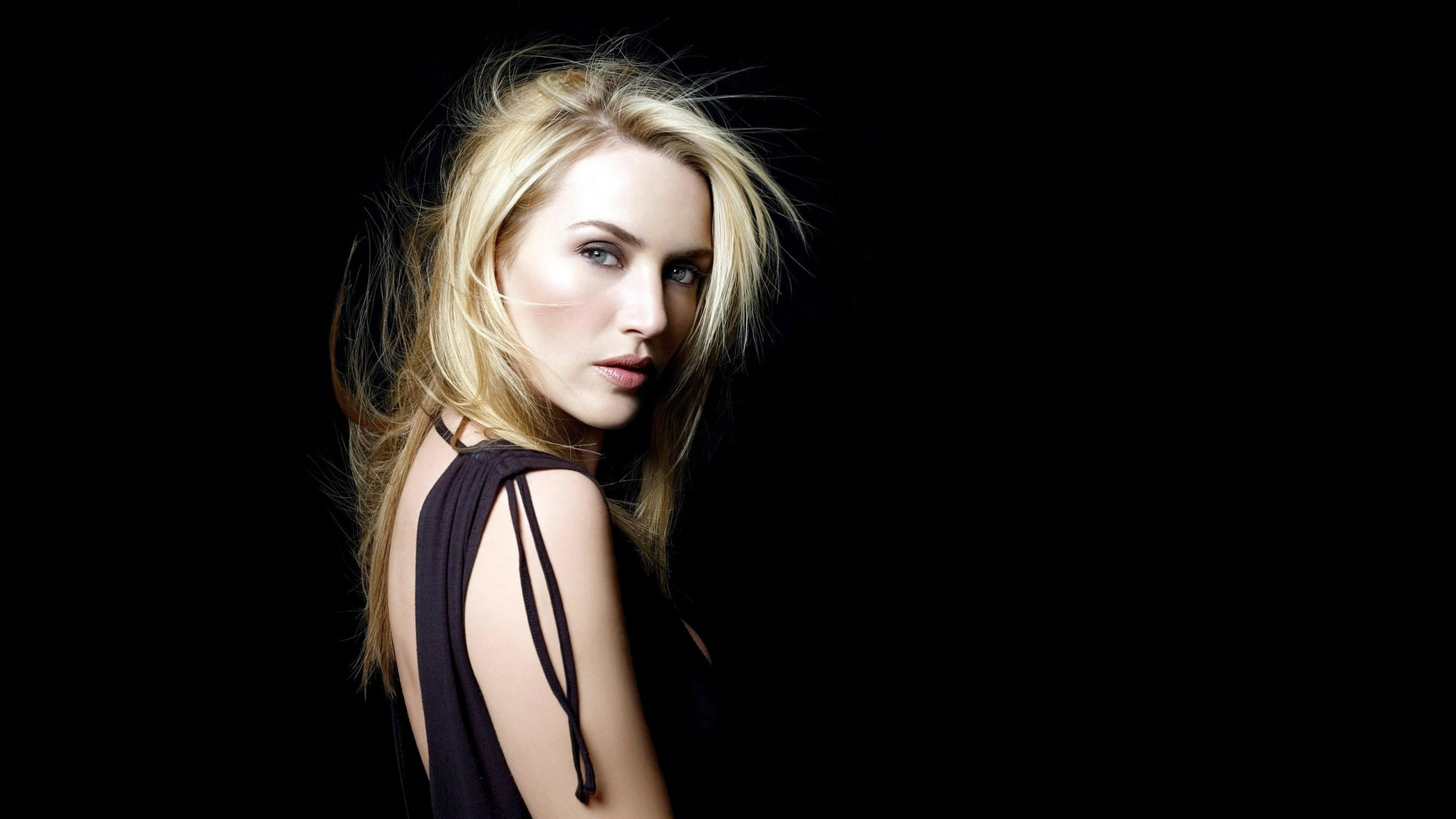 Kate Winslet Blonde Hairs