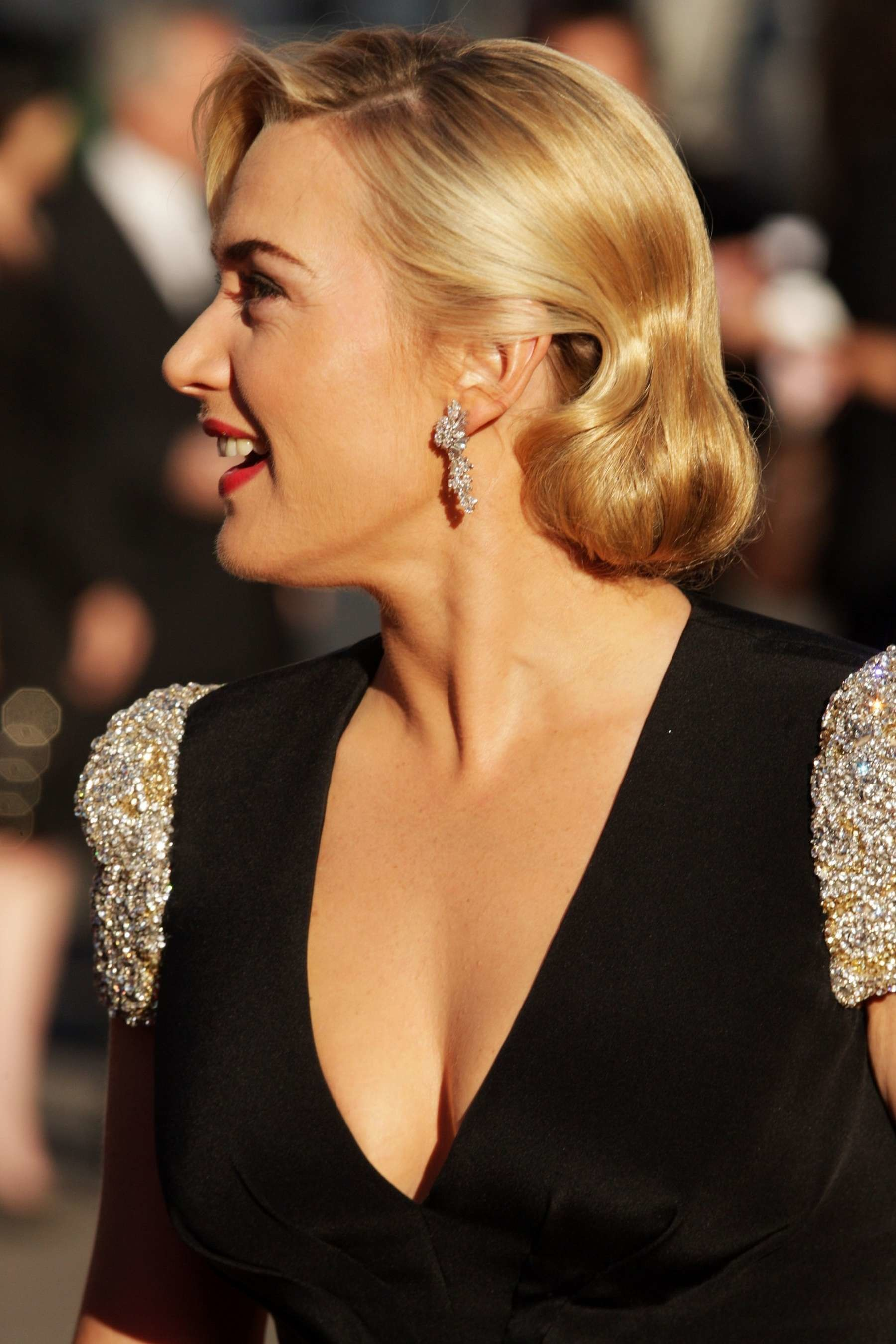 Kate Winslet at Premiere Titanic 3D -06 – Full Size