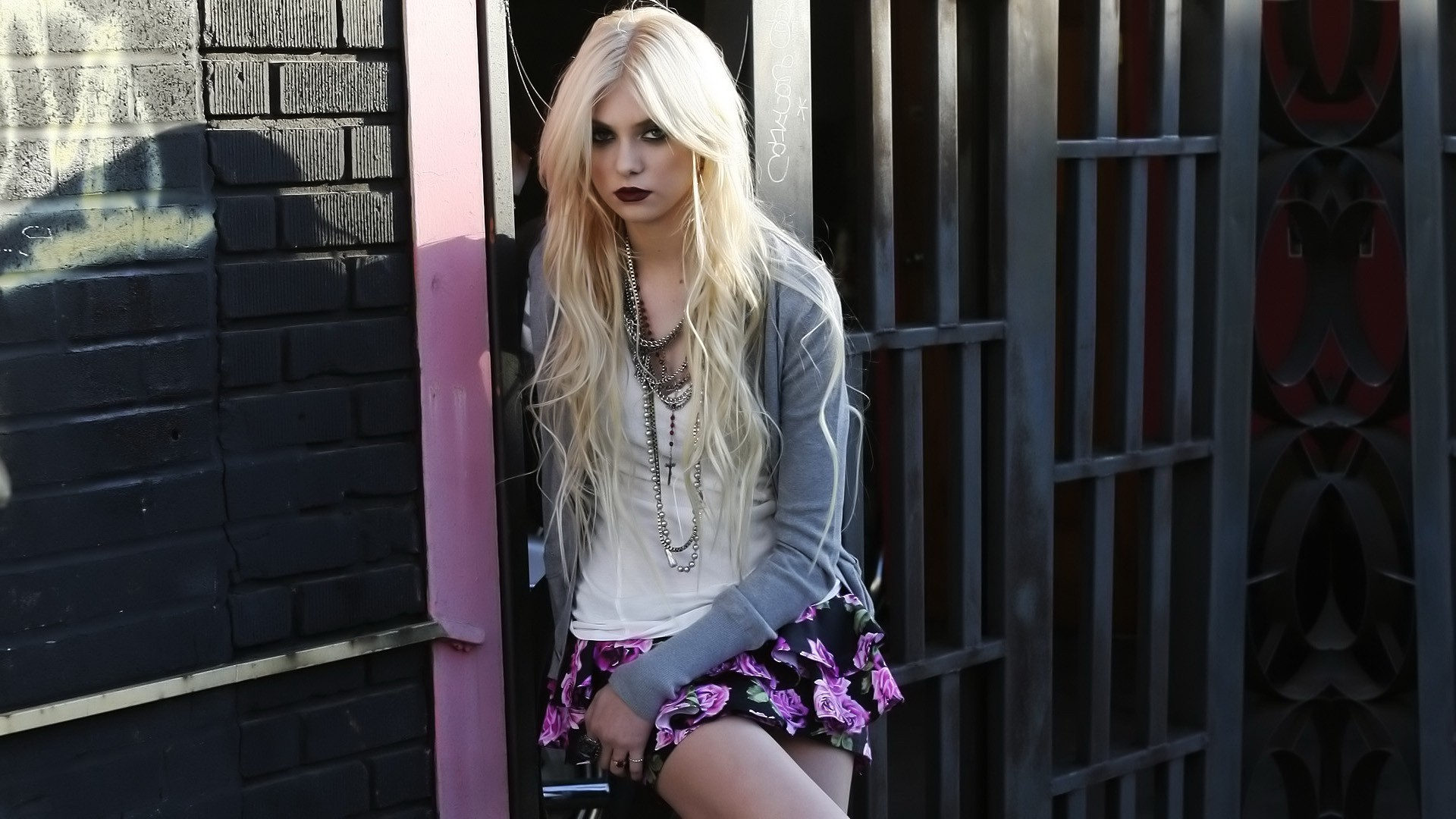 Taylor Momsen HD pictures