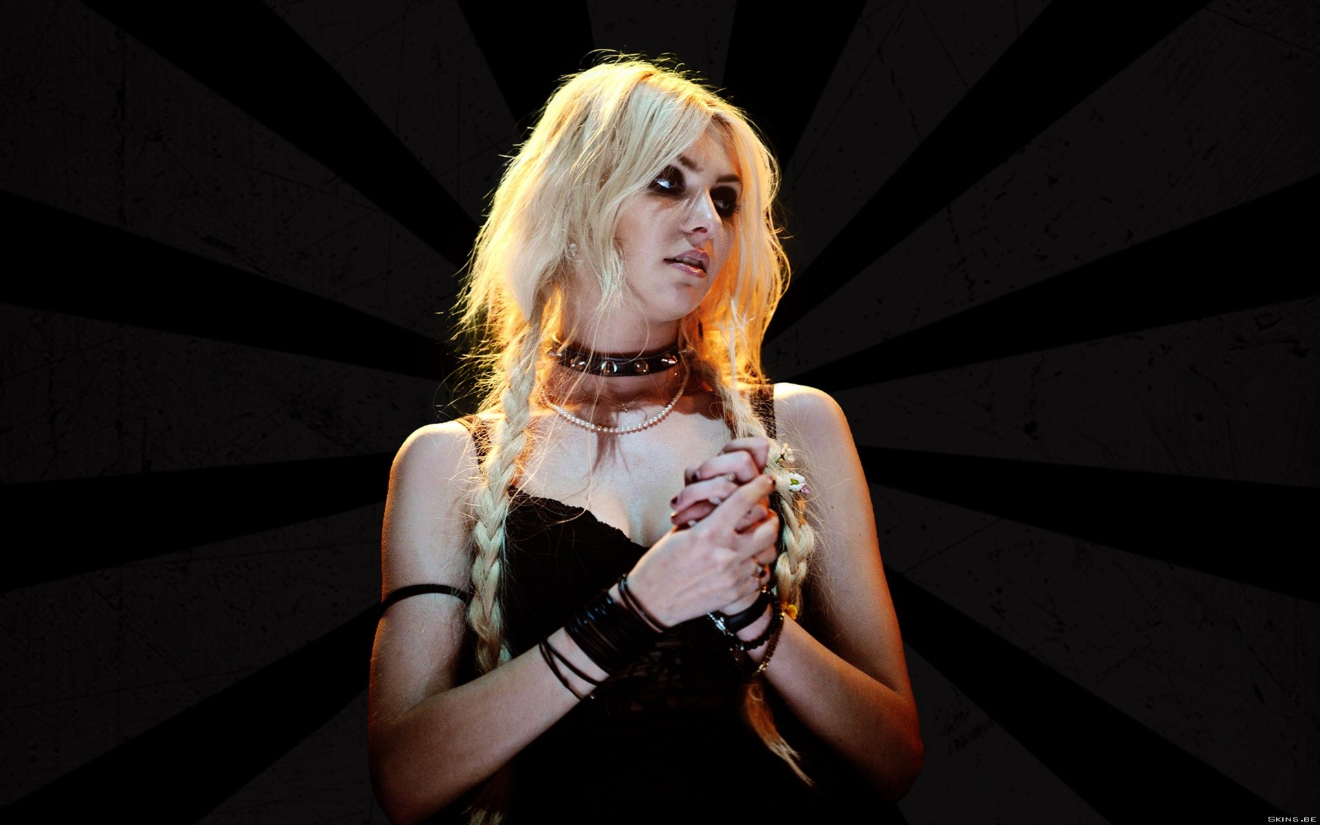 Taylor Momsen wallpapers and stock photos