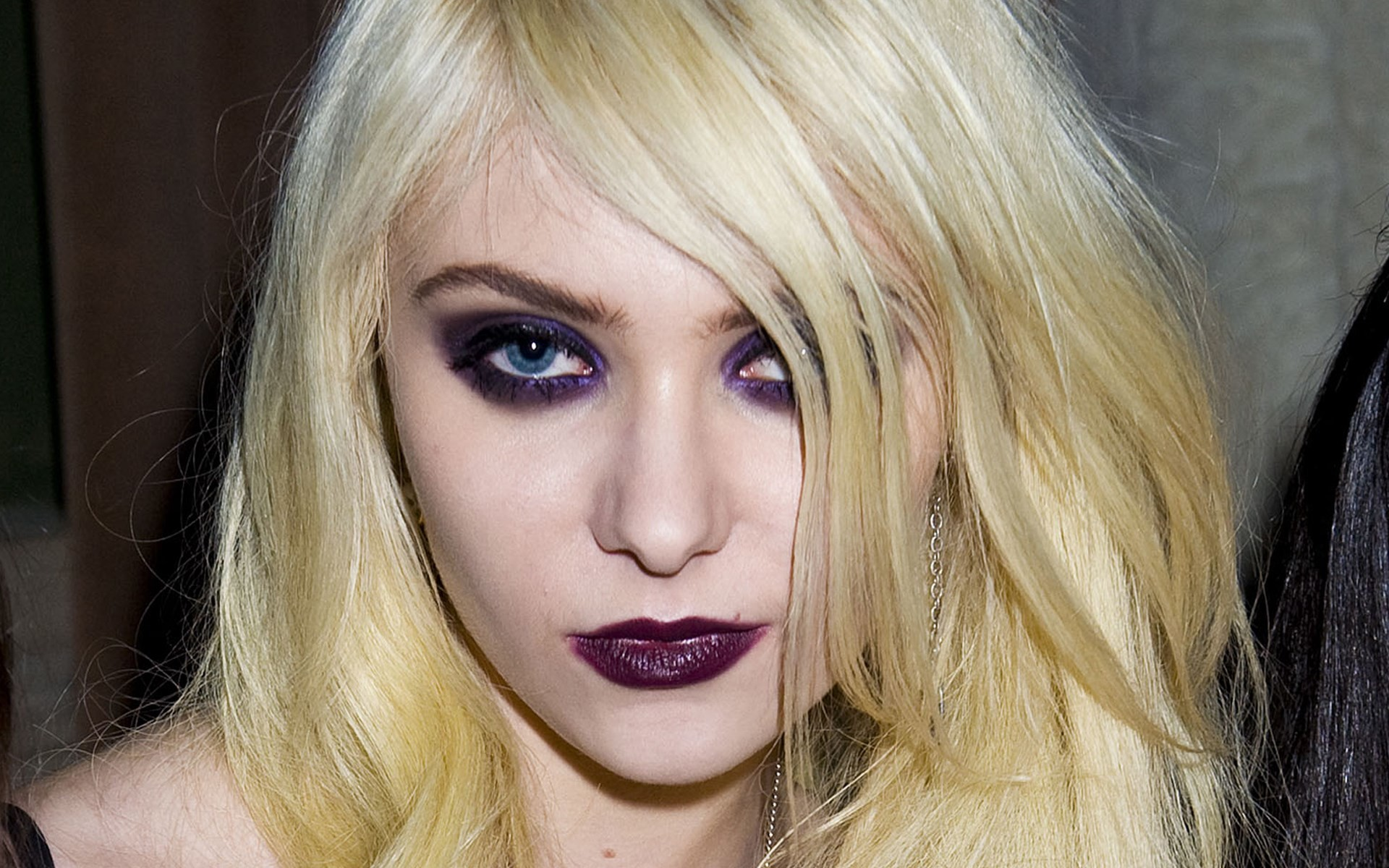 free wallpaper and screensavers for taylor momsen