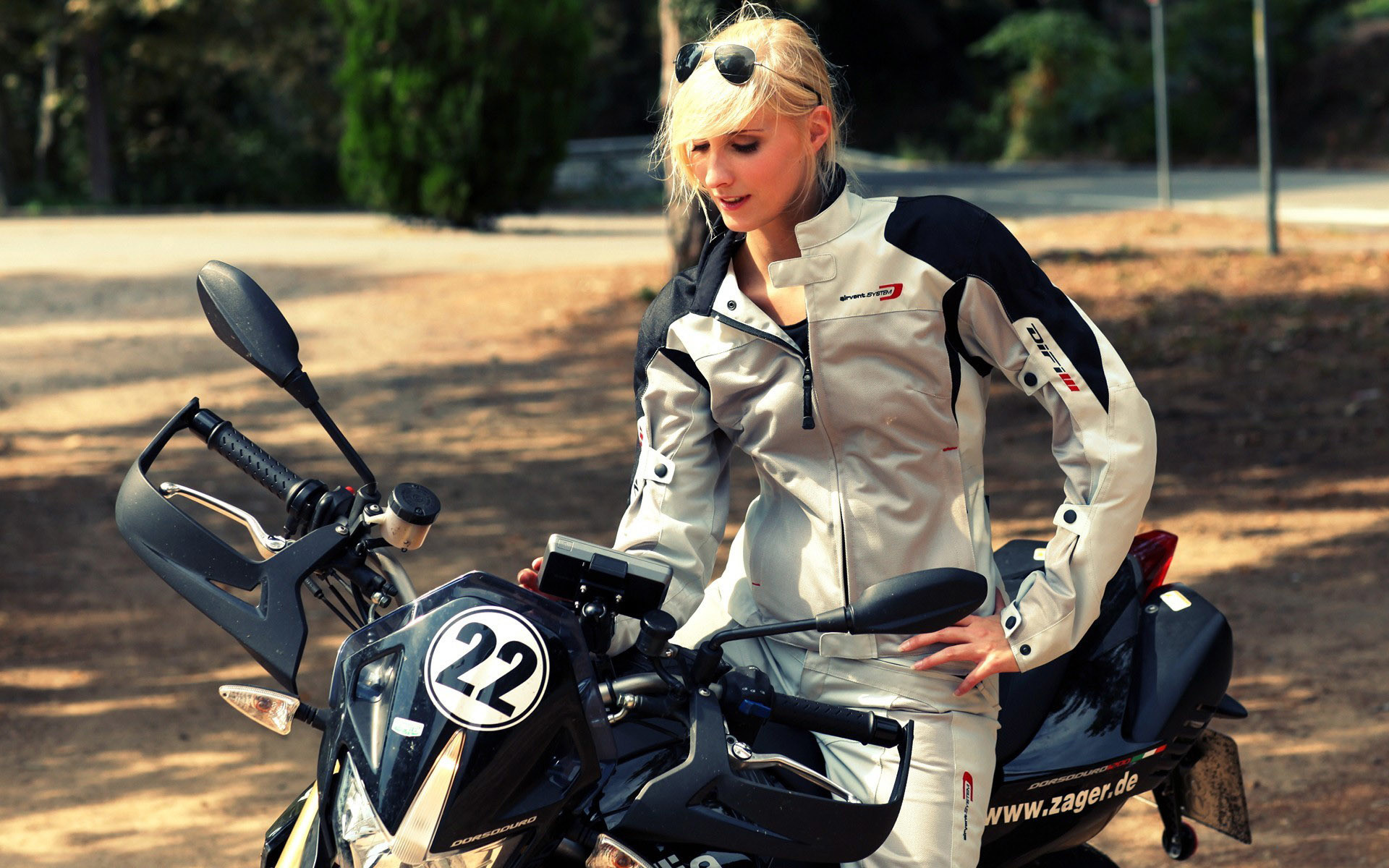 … Woman on the motorcycle HD Wallpaper 1920×1200