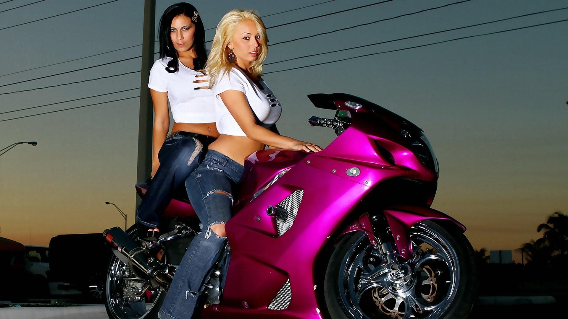 Motorcycle Girls 255570