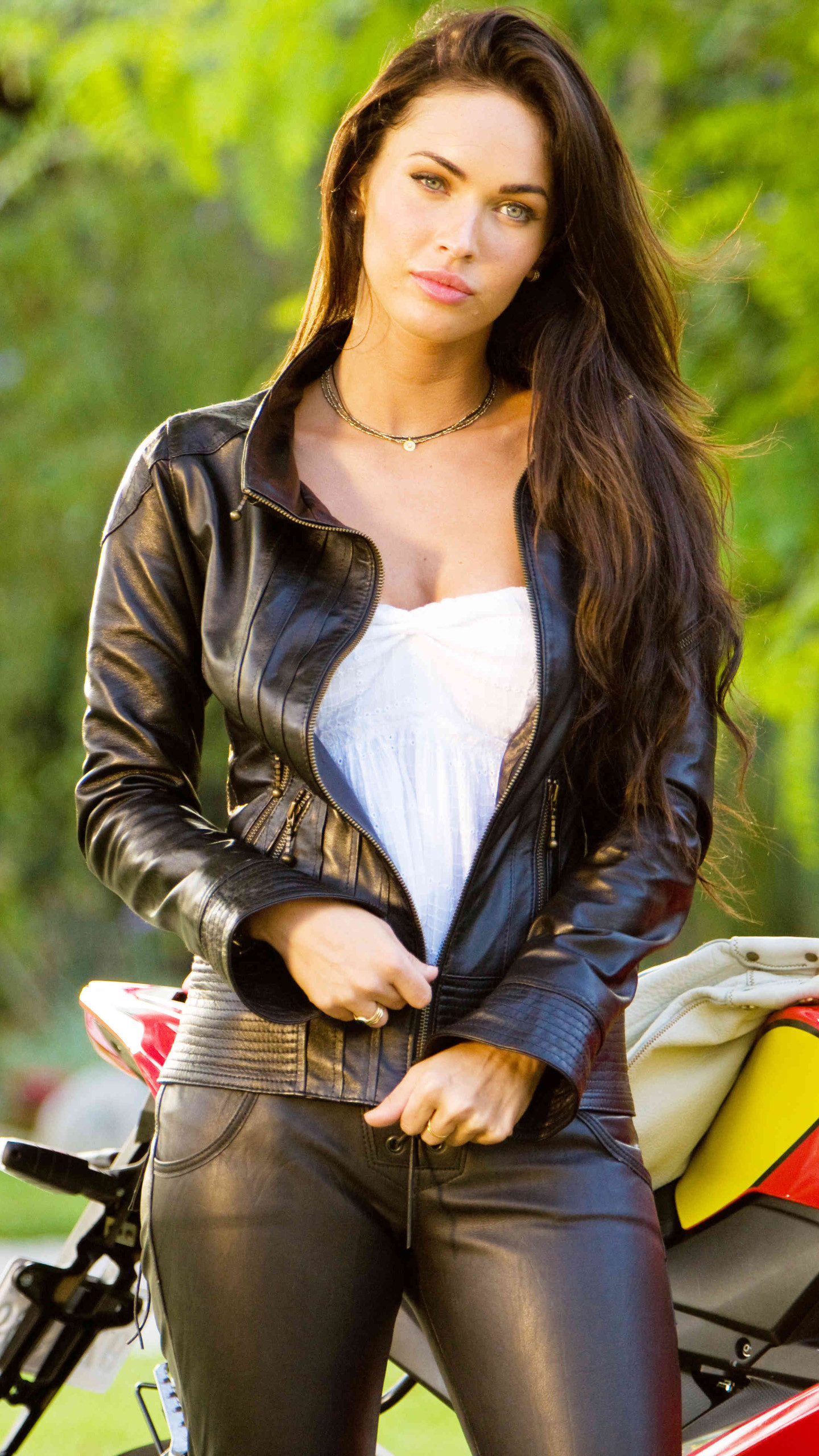 Motorcycle girl Galaxy S6 Wallpaper | Galaxy S6 Wallpapers