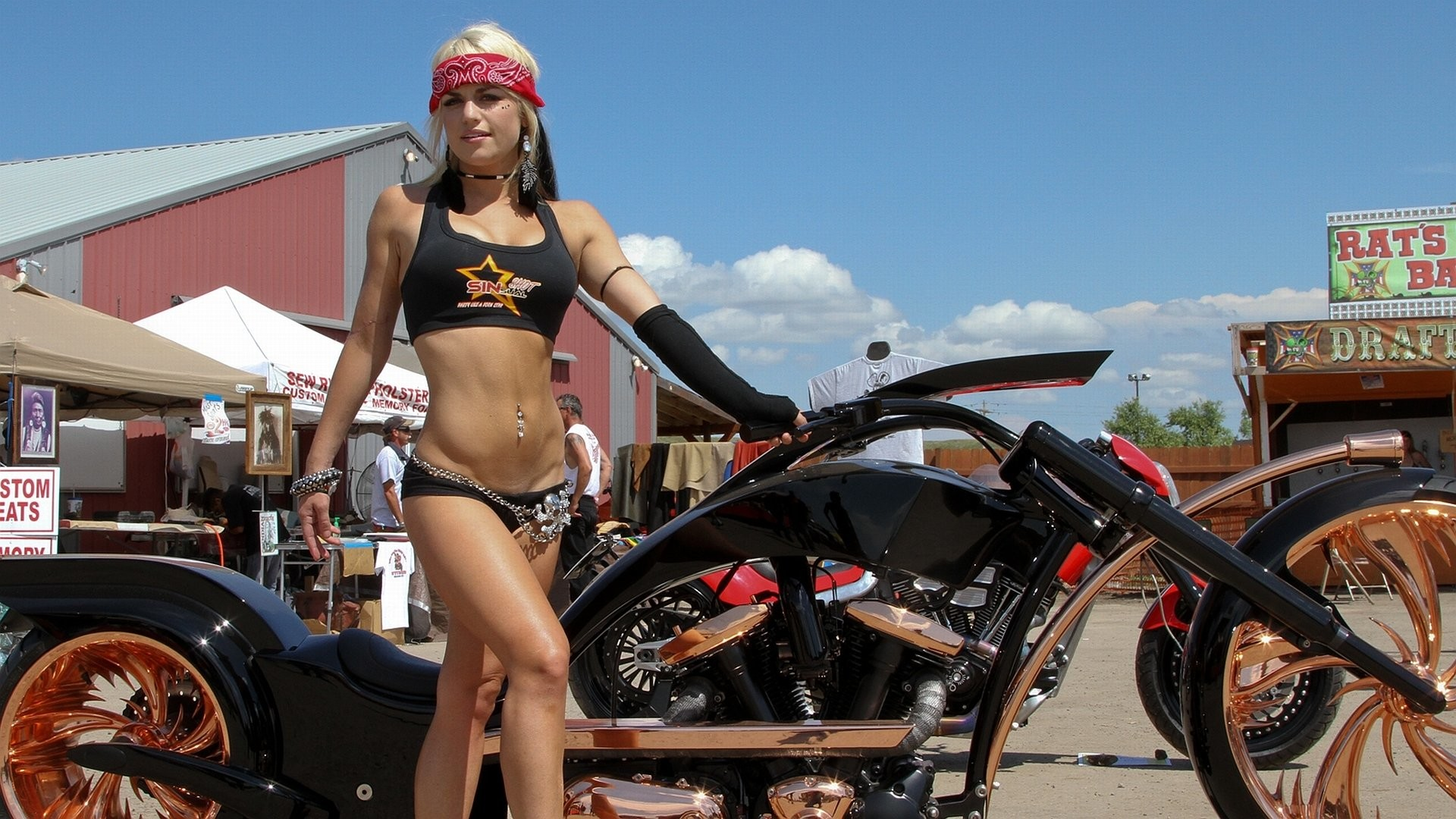 Women – Girls & Motorcycles Wallpaper
