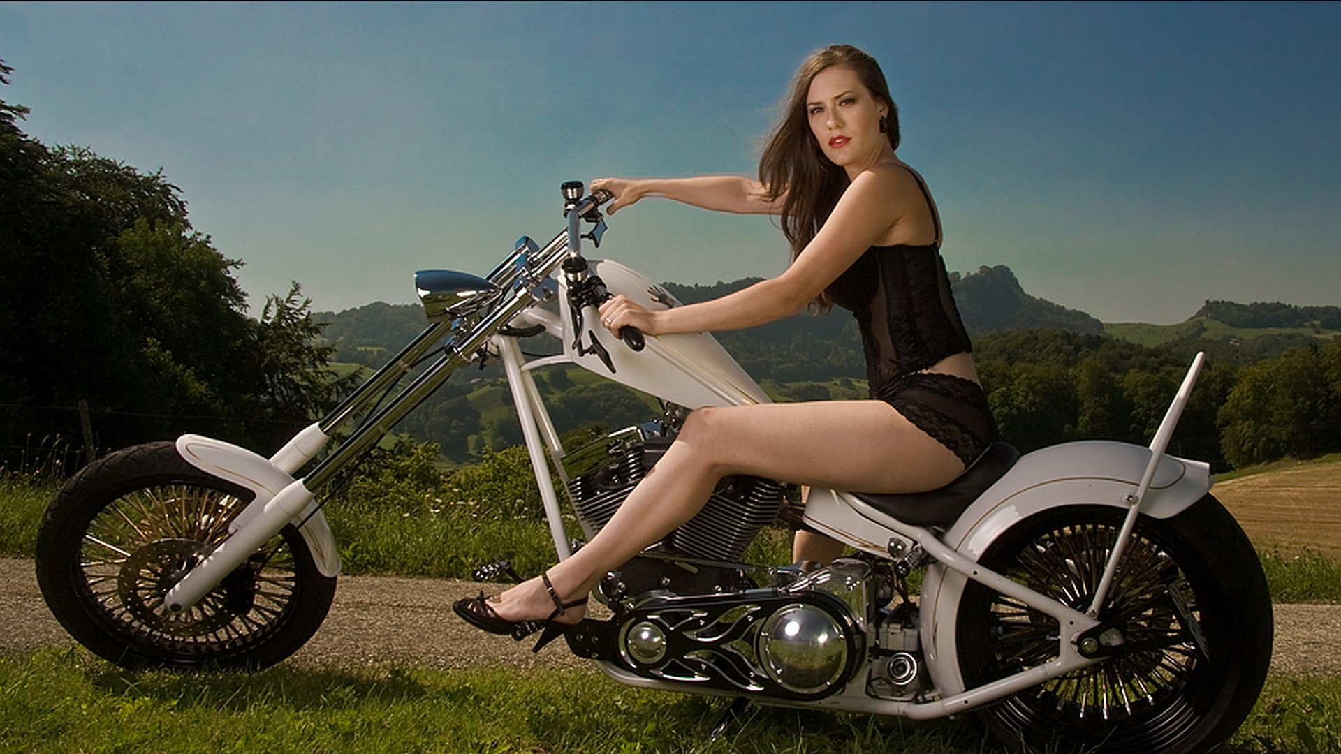 Kvinnor – Girls & Motorcycles Bakgrund