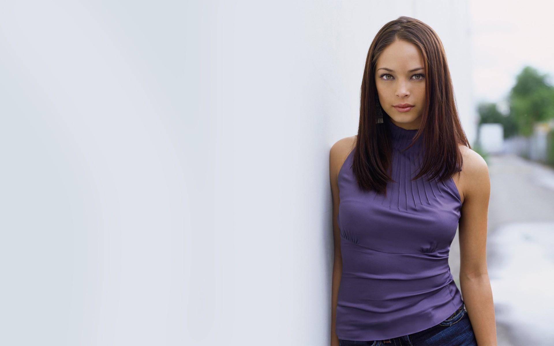 Kristin Kreuk Kristen Kreuk…