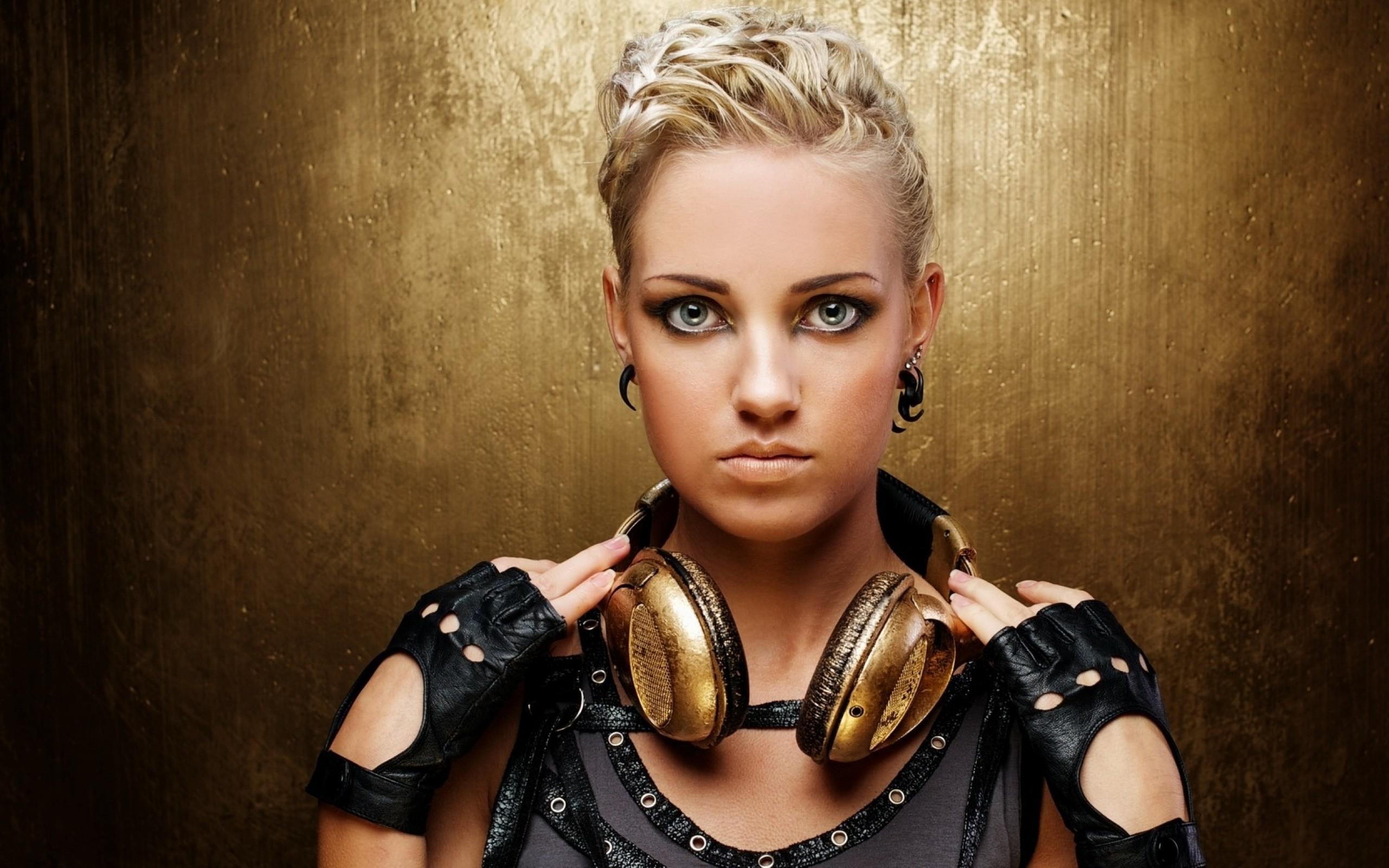 headphones blondes women eyes gloves blue eyes models punk headphones girl  faces punk girl 1920×1 Art