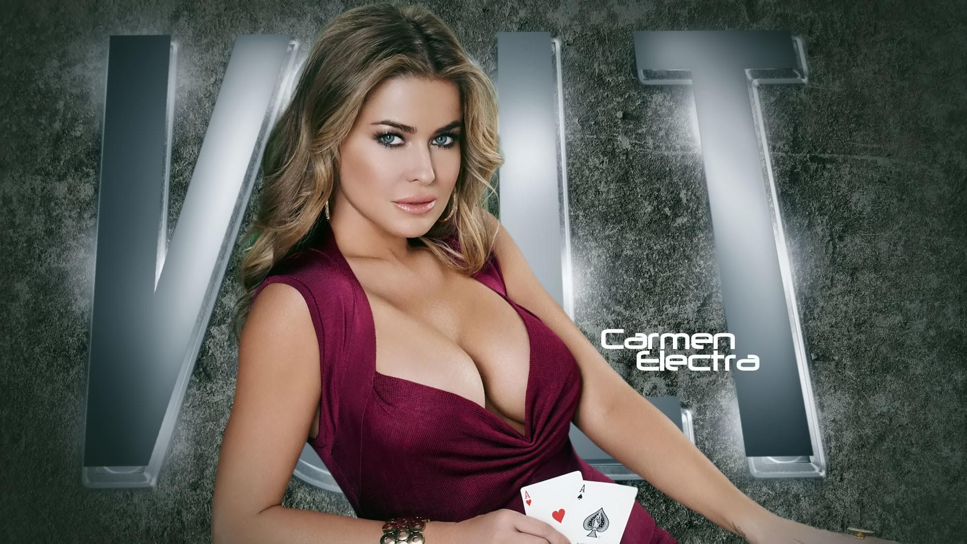 Carmen Electra. Поделиться на Facebook