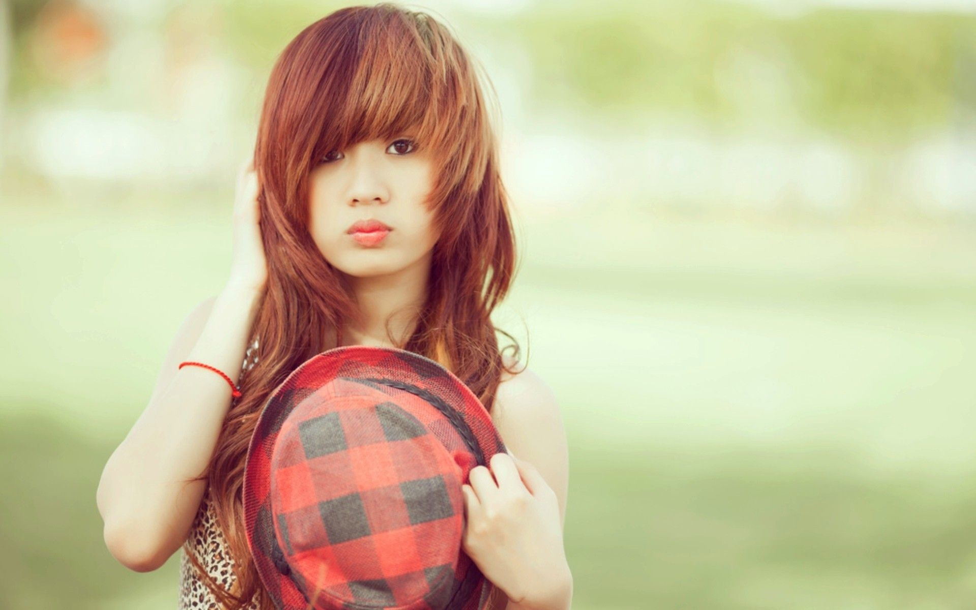 1080x960px Cute Girl Cool Background