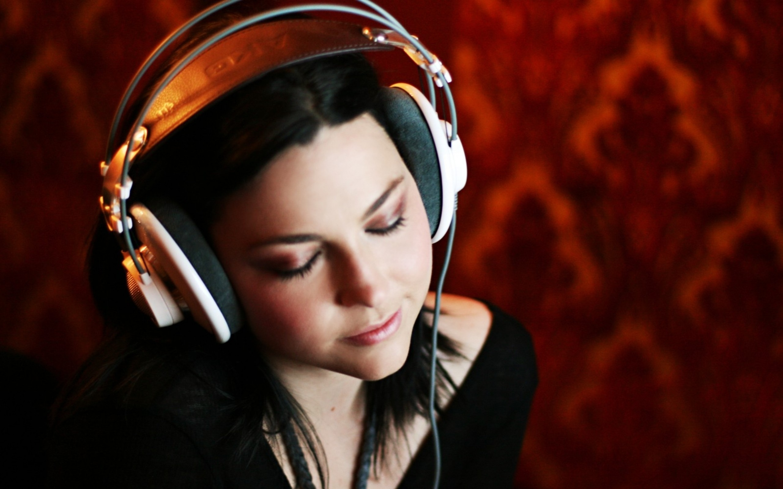 amy lee evanescence headphones girl 1599×1066 wallpaper Art HD Wallpaper