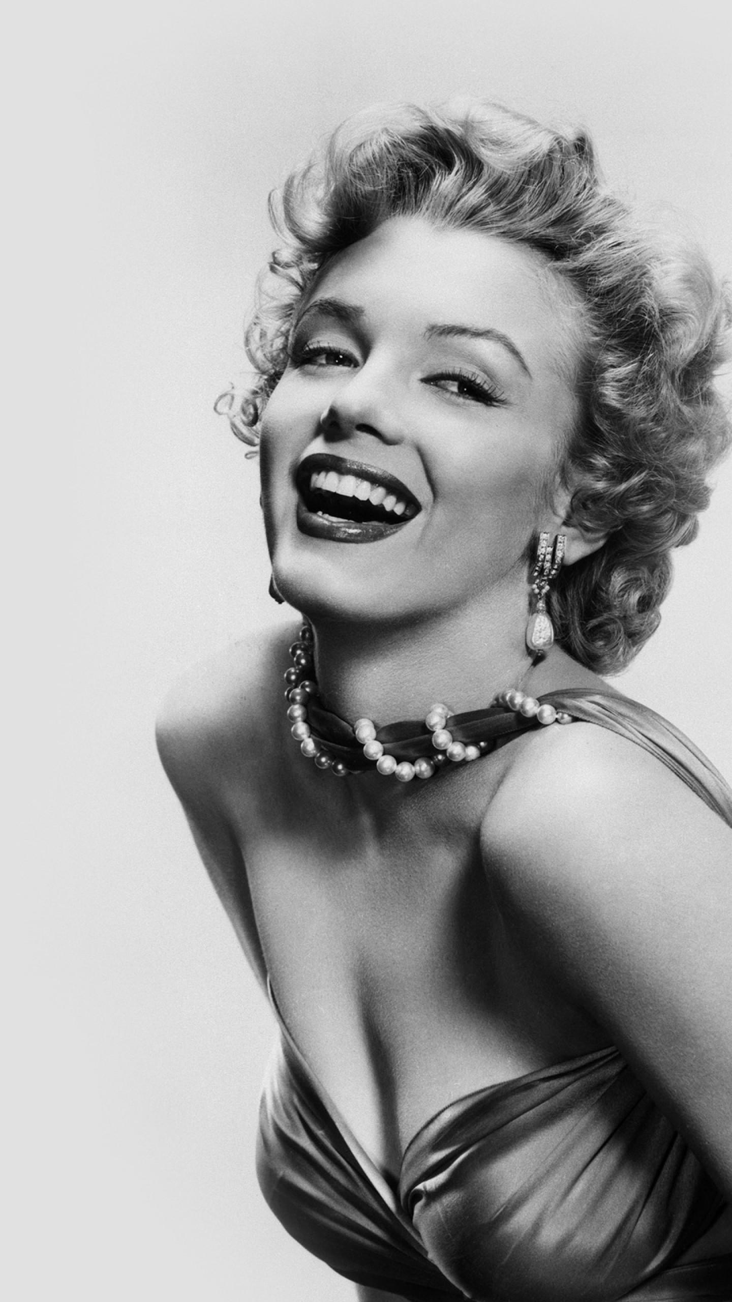 Preview wallpaper marilyn monroe, celebrity, blonde, smile, charm, black  white 1440×2560
