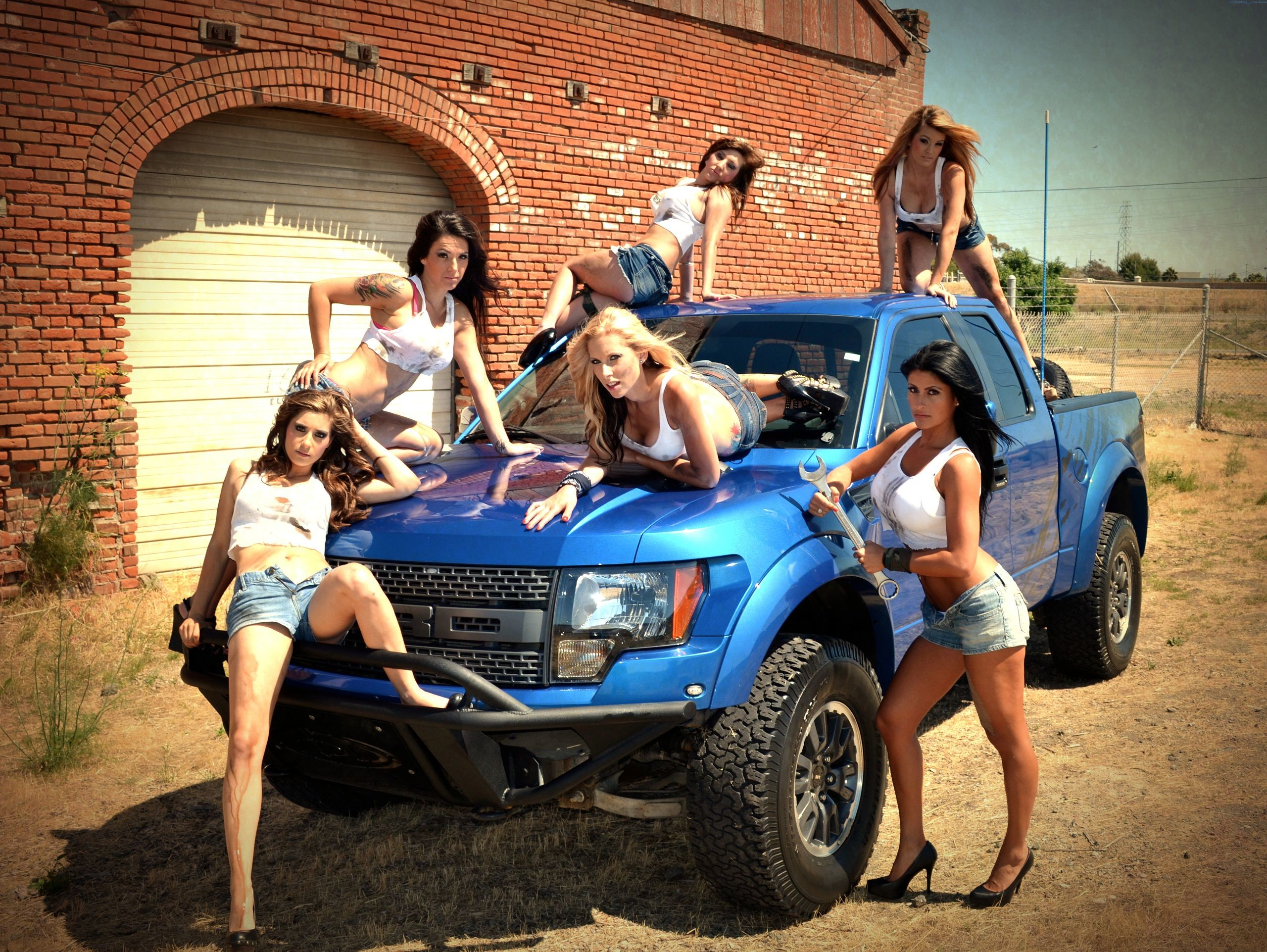 Hot girls and big trucks. Ford SVT Raptor