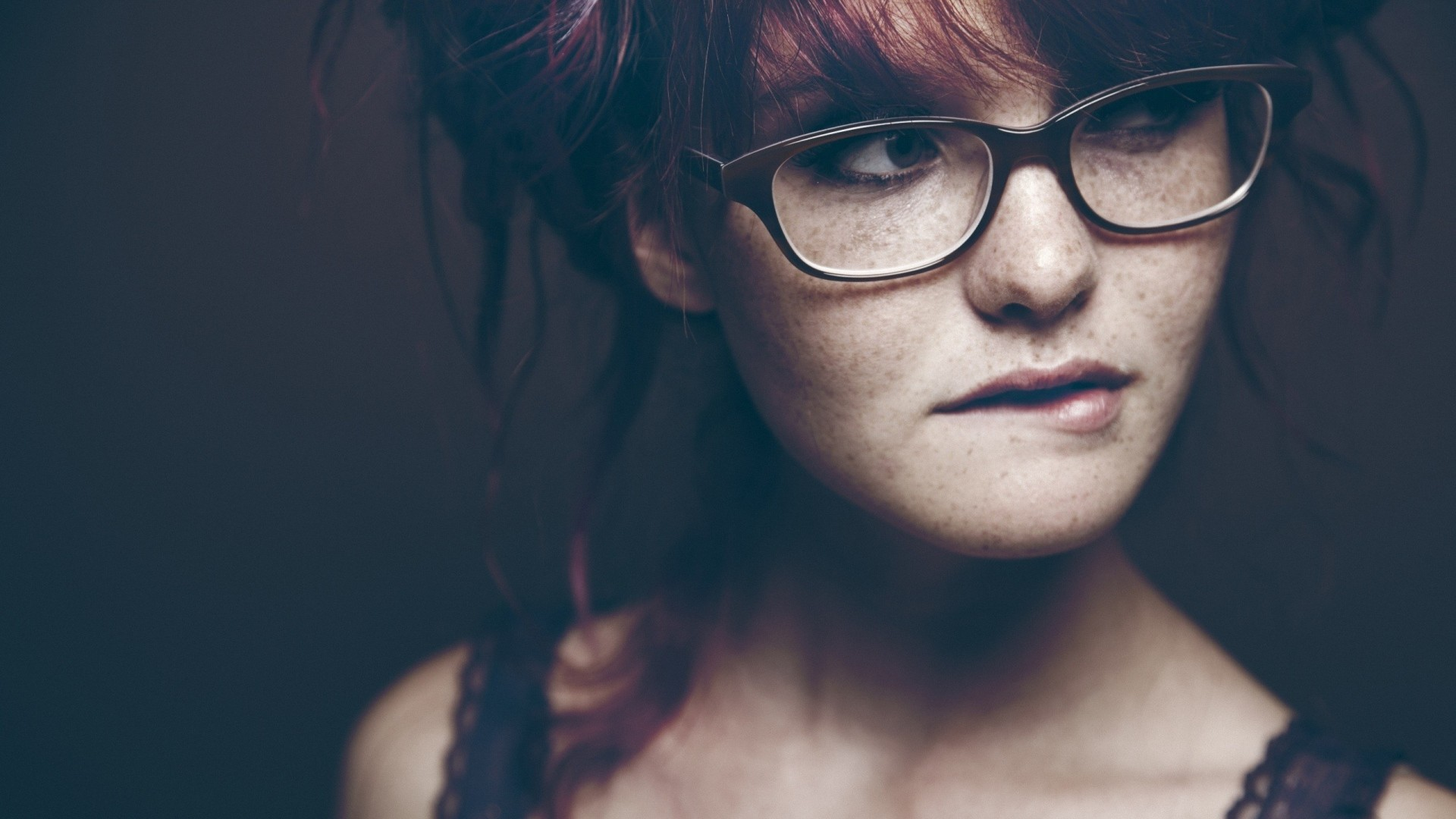Preview wallpaper redhead, girl, glasses, eyes, freckles 1920×1080