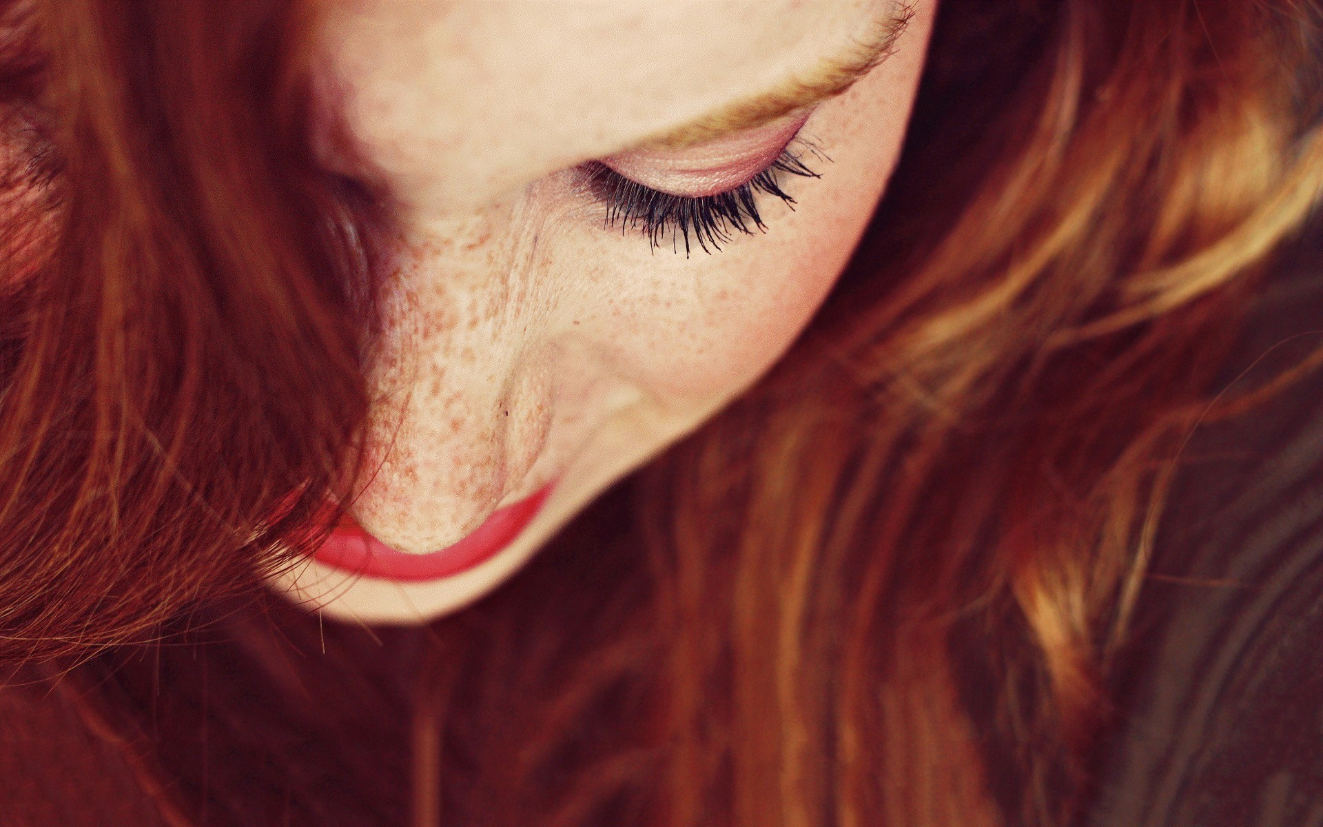 Redhead Up Close Wallpaper 9068