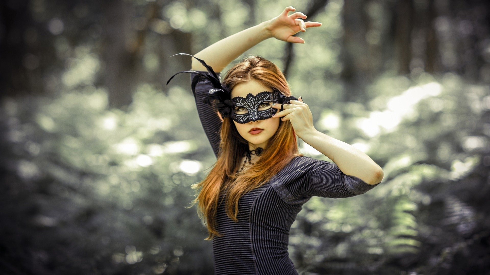Photography woman-girl-sexy-redhead-leaves-autumn-forest-mask