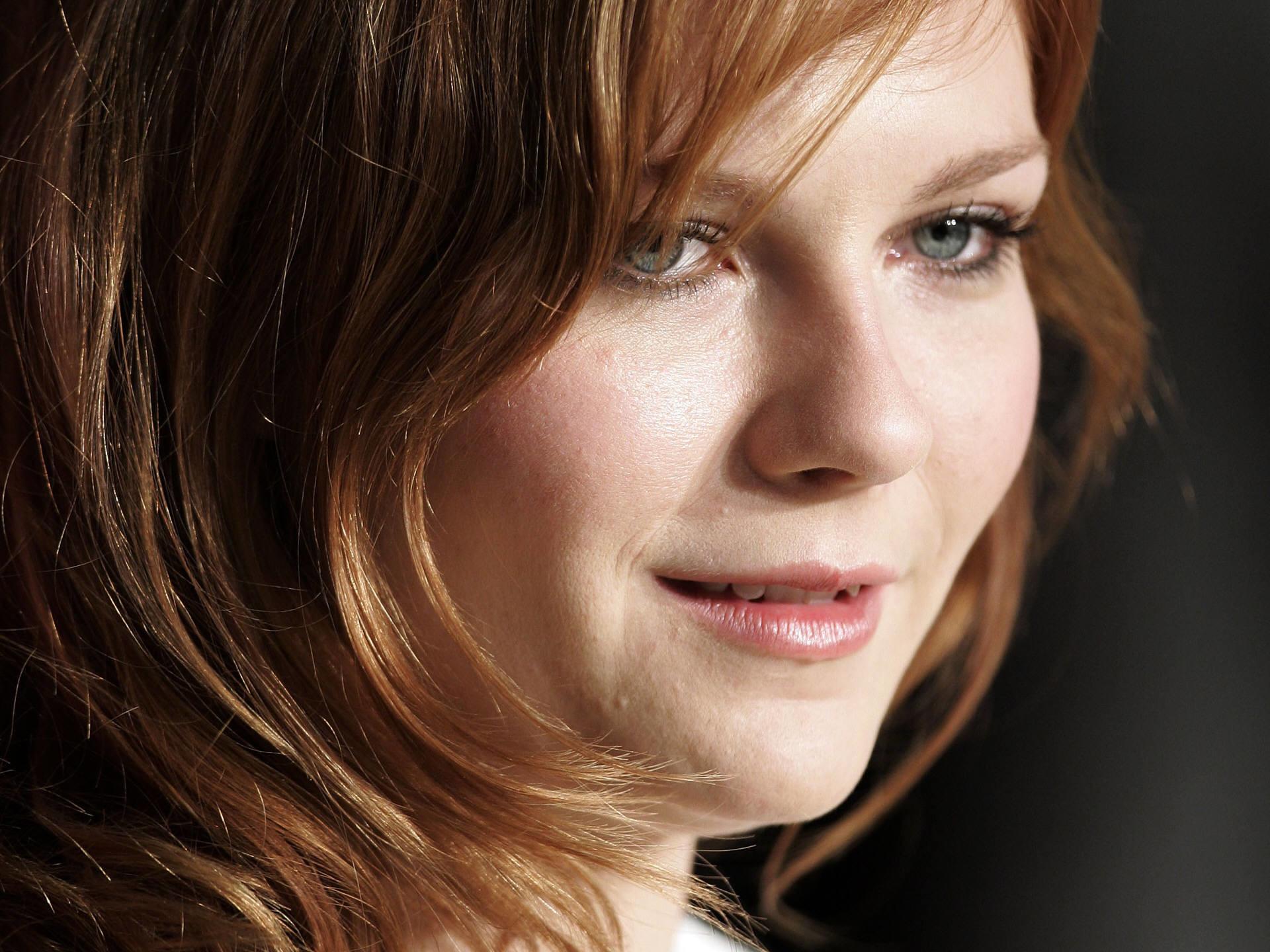 Kirsten Dunst Face Redhead Wallpaper