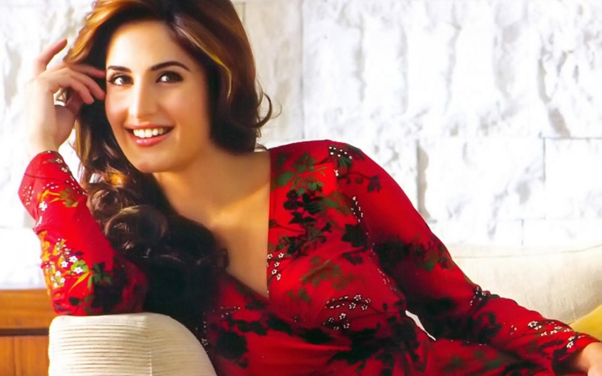 https://images.forwallpaper.com/files/images/d/da44/da44dd2b/761436/bollywood- wallpaper-actresses-kapoor-sonam-photos-wallpapers-actress-articles-dp…