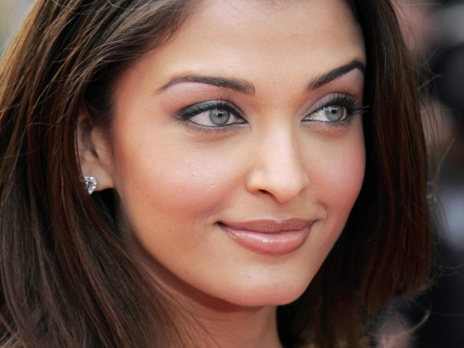 Aishwarya Rai Smile Wallpaper Aishwarya Rai Female celebrities