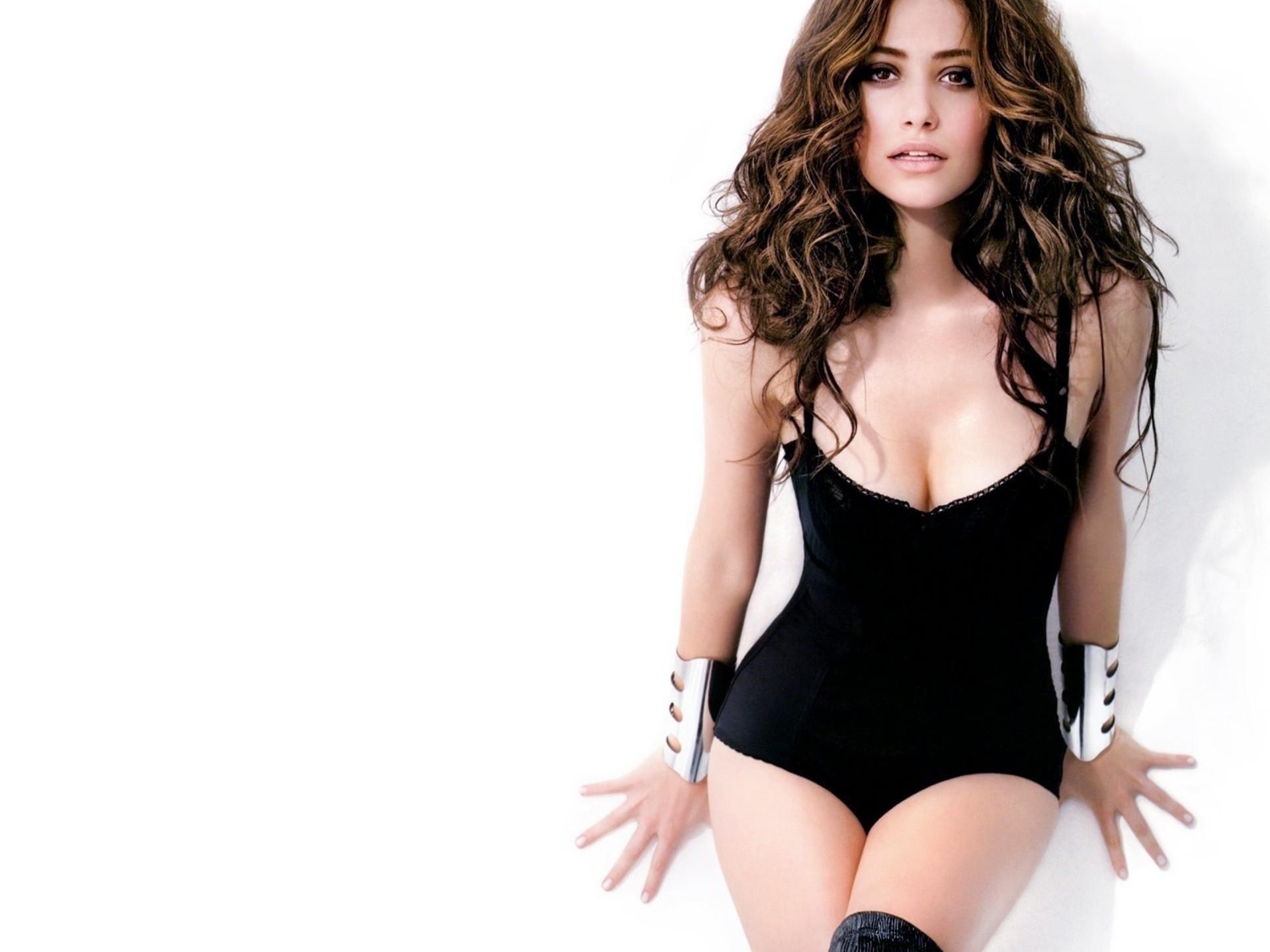 Hot Celebrities Emmy Rossum HD Wallpaper Free